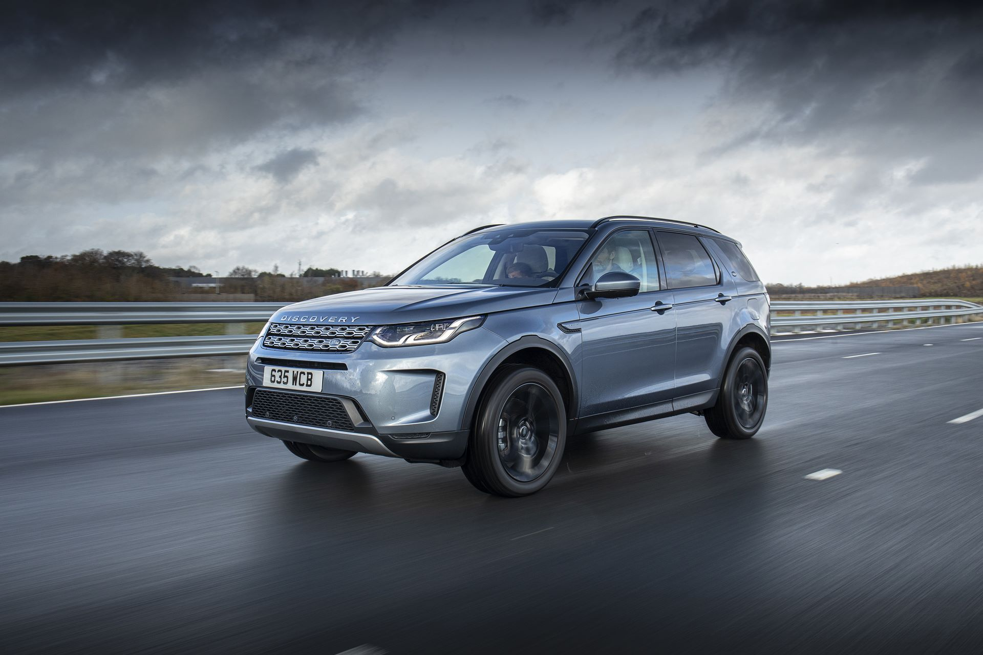Plug-in-hybrid-Land-Rover-Discovery-Sport-PHEV-2
