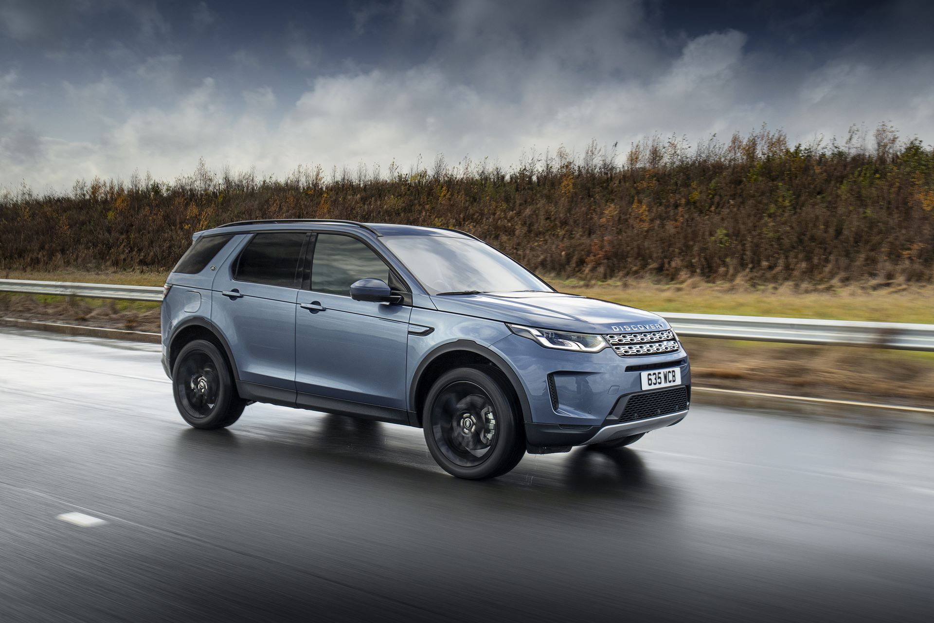 Plug-in-hybrid-Land-Rover-Discovery-Sport-PHEV-3