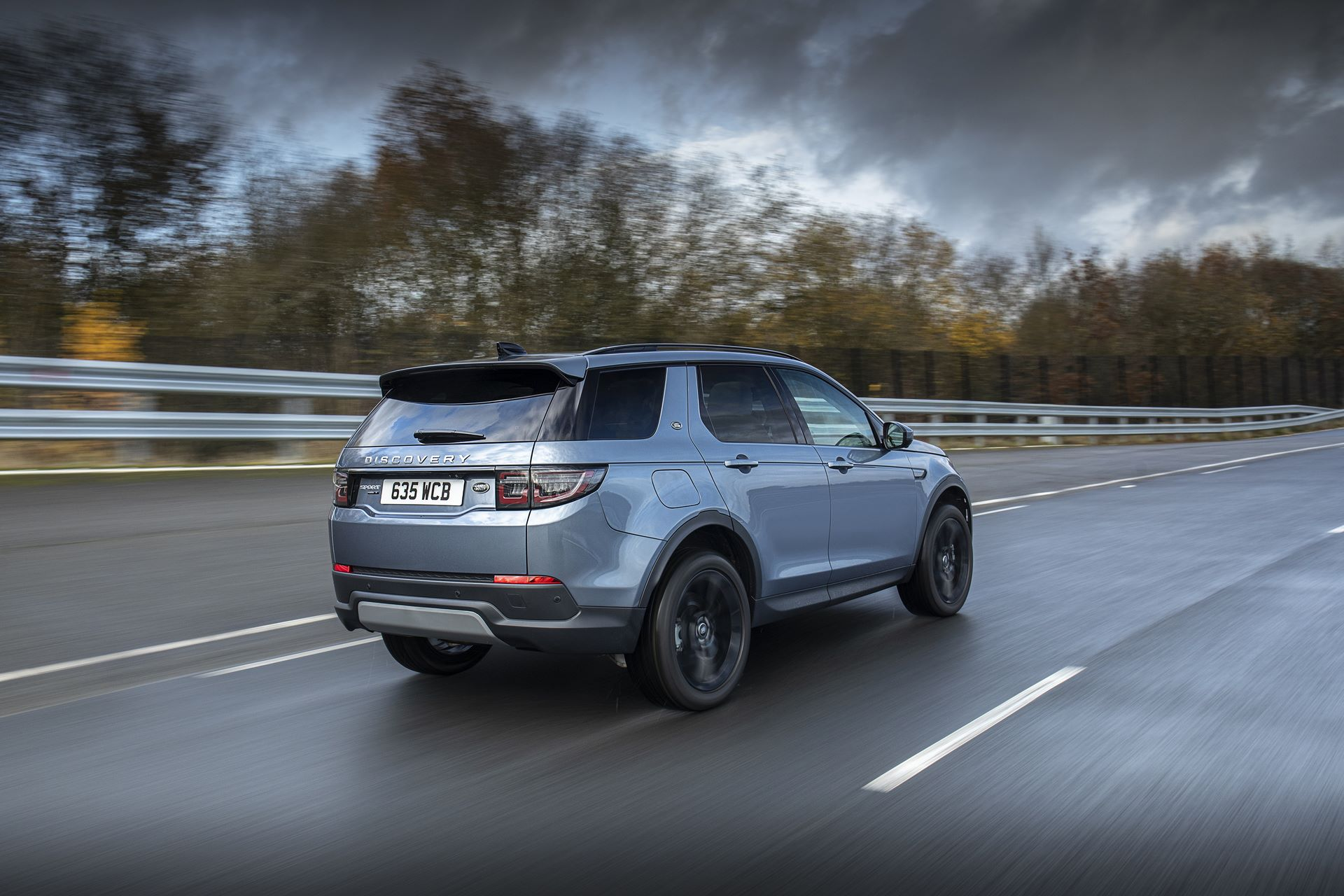 Plug-in-hybrid-Land-Rover-Discovery-Sport-PHEV-4