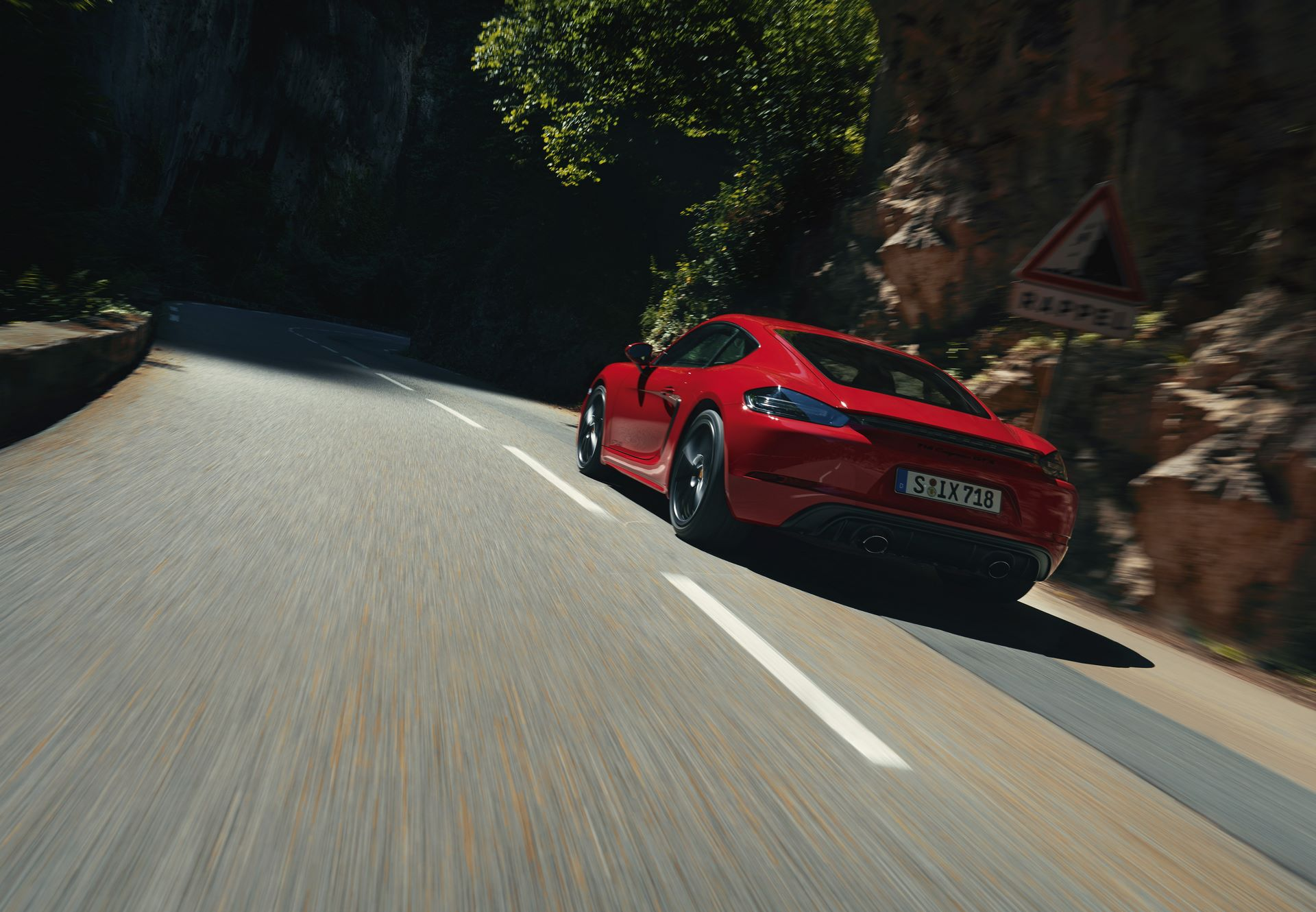 Porsche-718-Boxster-GTS-4.0-and-718-Cayman-GTS-4.0-2