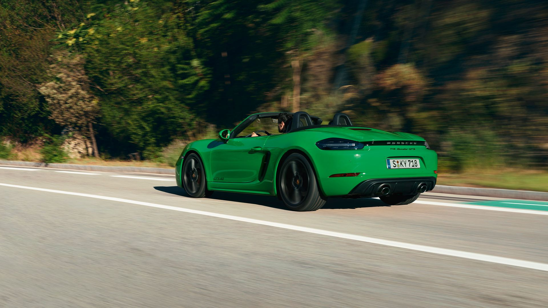 Porsche-718-Boxster-GTS-4.0-and-718-Cayman-GTS-4.0-4