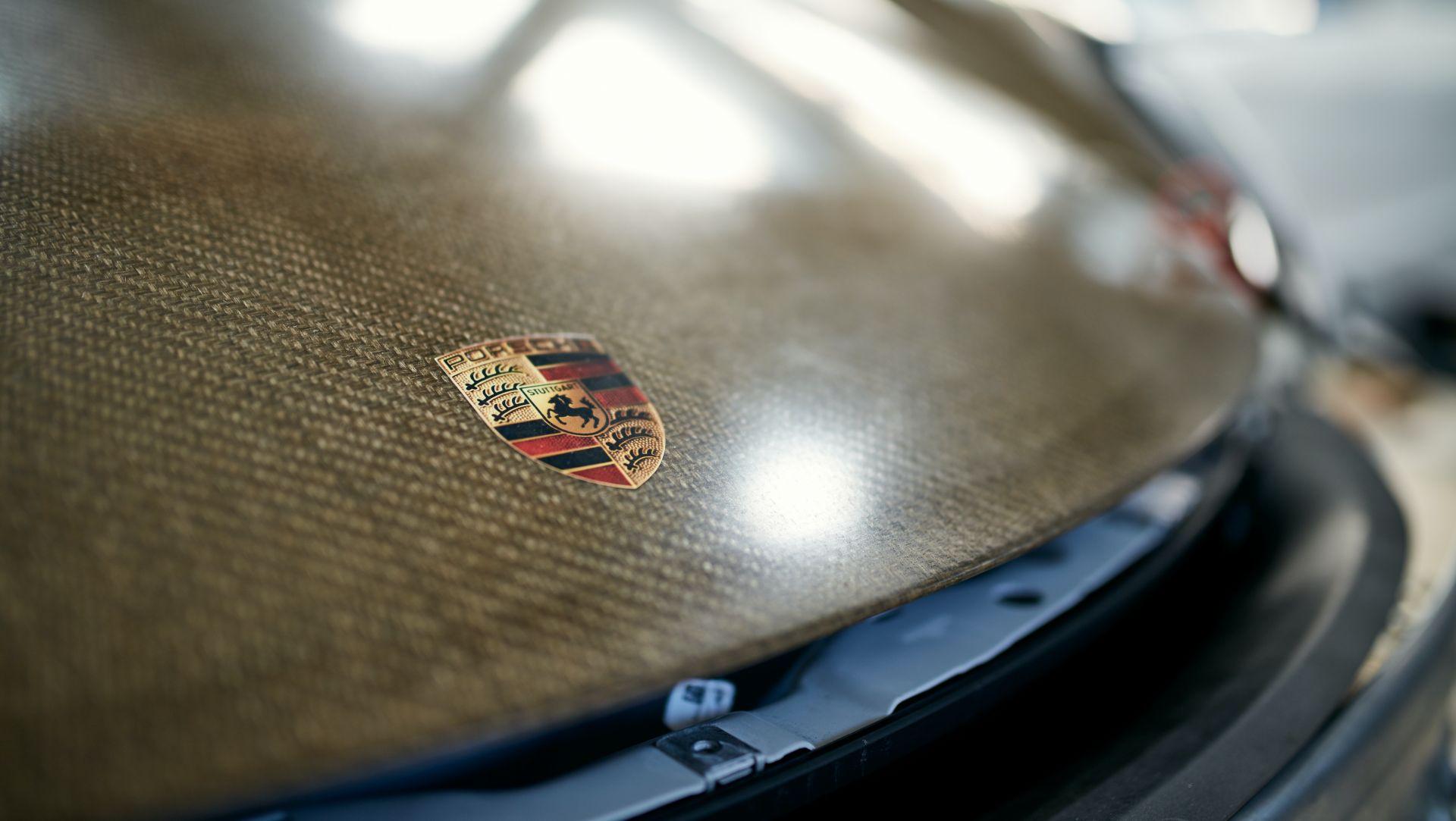 Porsche-718-Cayman-GT4-MR-natural-fiber-bodykit-13