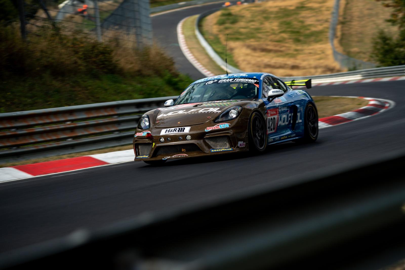 Porsche-718-Cayman-GT4-MR-natural-fiber-bodykit-2