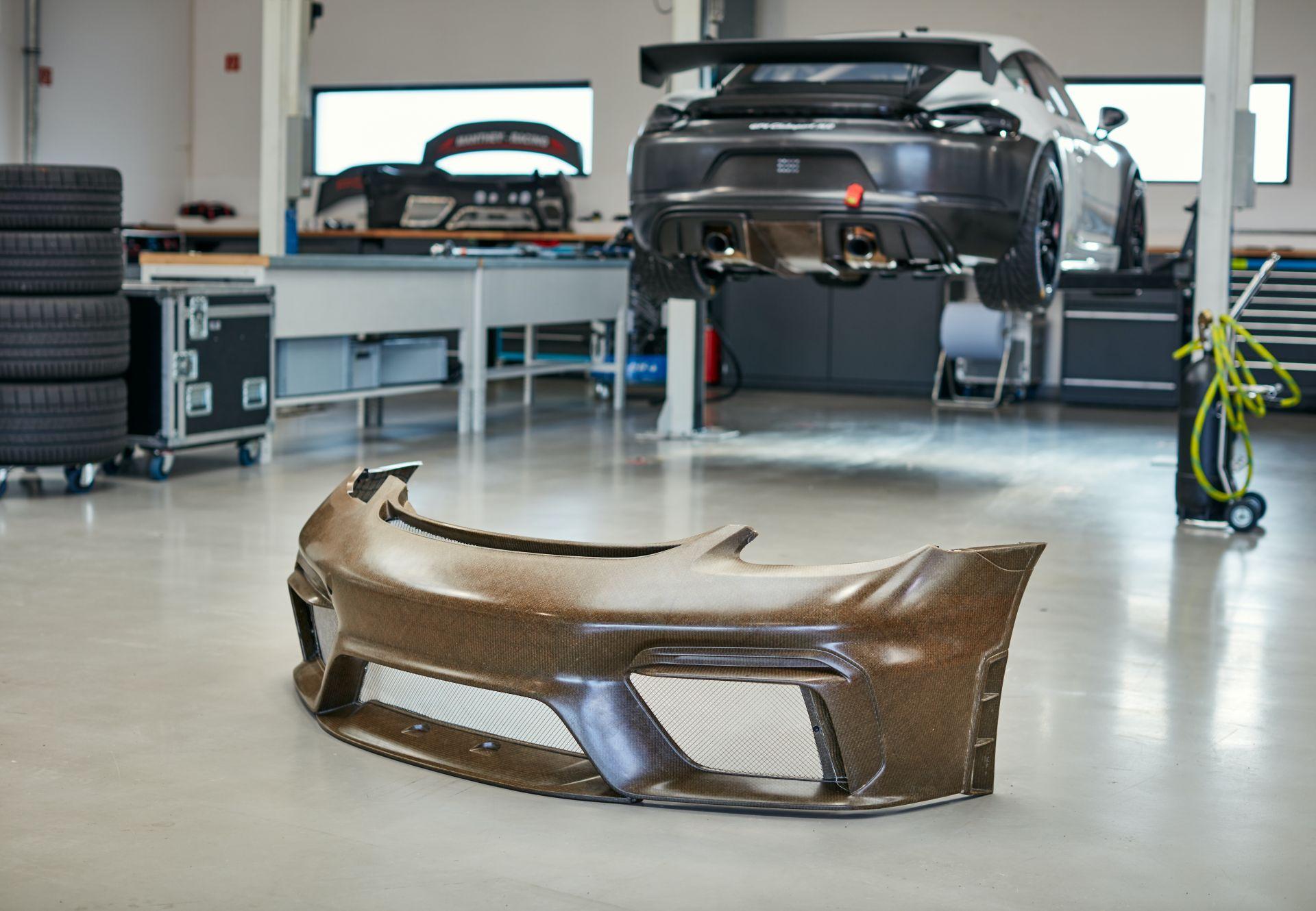Porsche-718-Cayman-GT4-MR-natural-fiber-bodykit-7