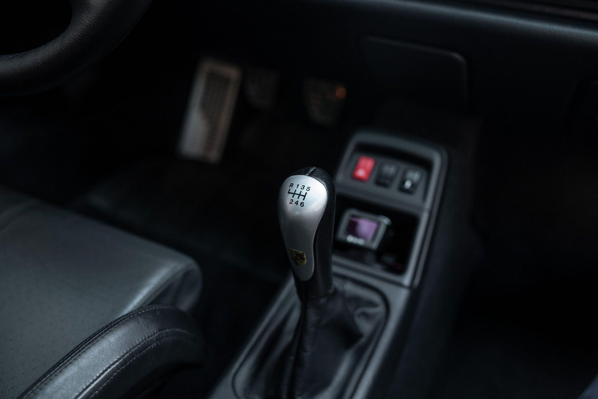 Porsche-911-GT2-13