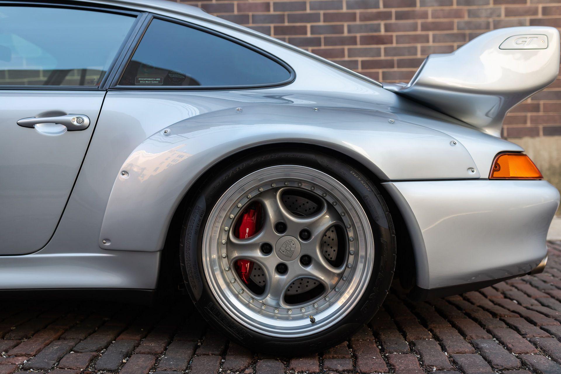 Porsche-911-GT2-23