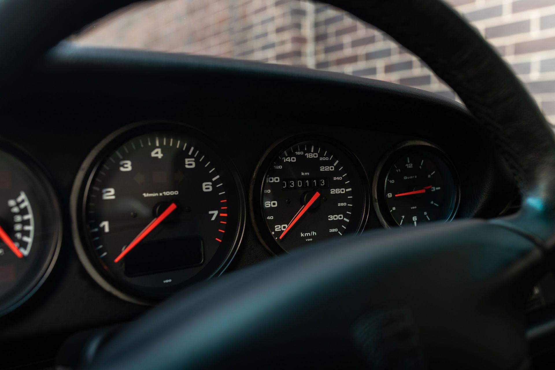 Porsche-911-GT2-24
