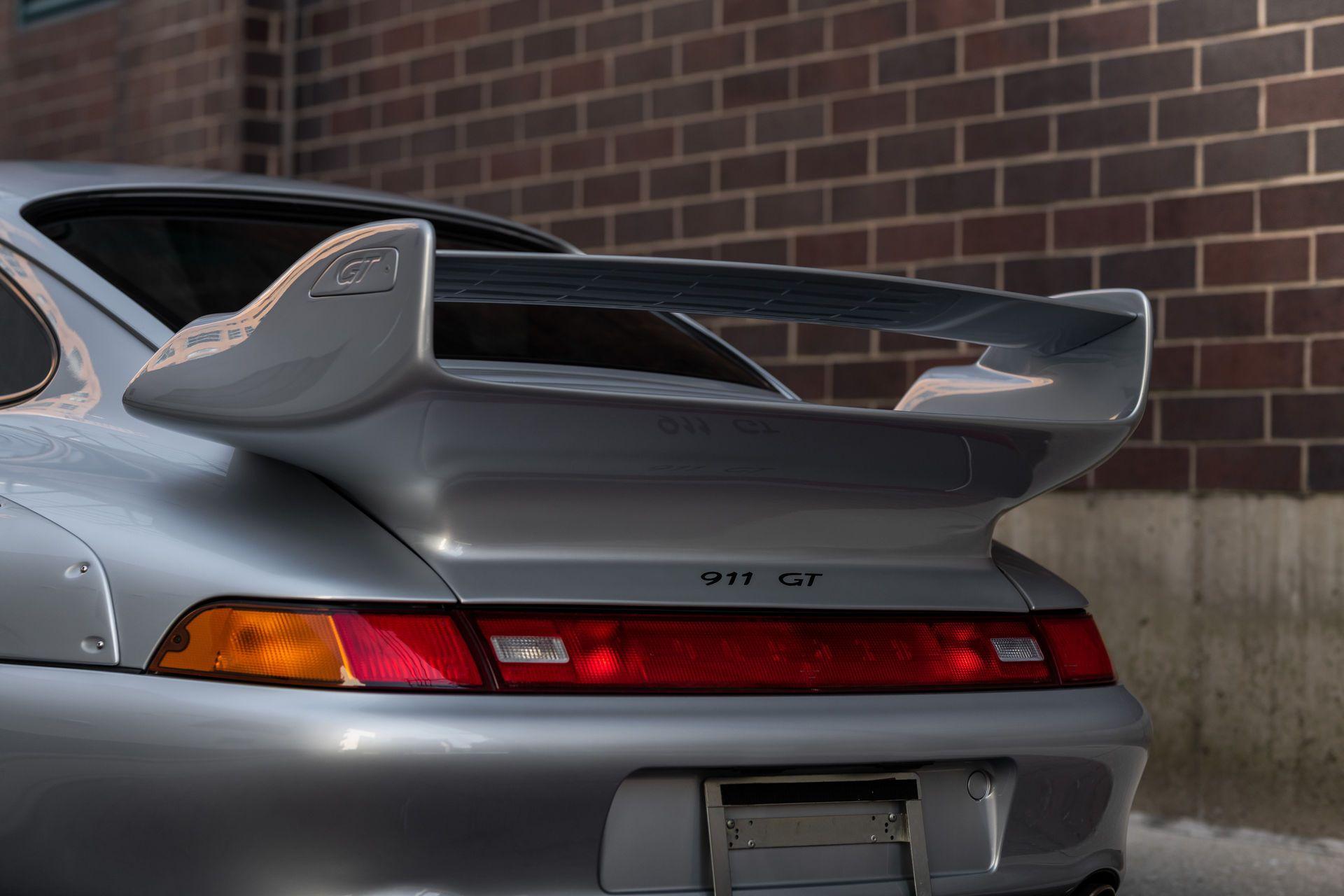 Porsche-911-GT2-26
