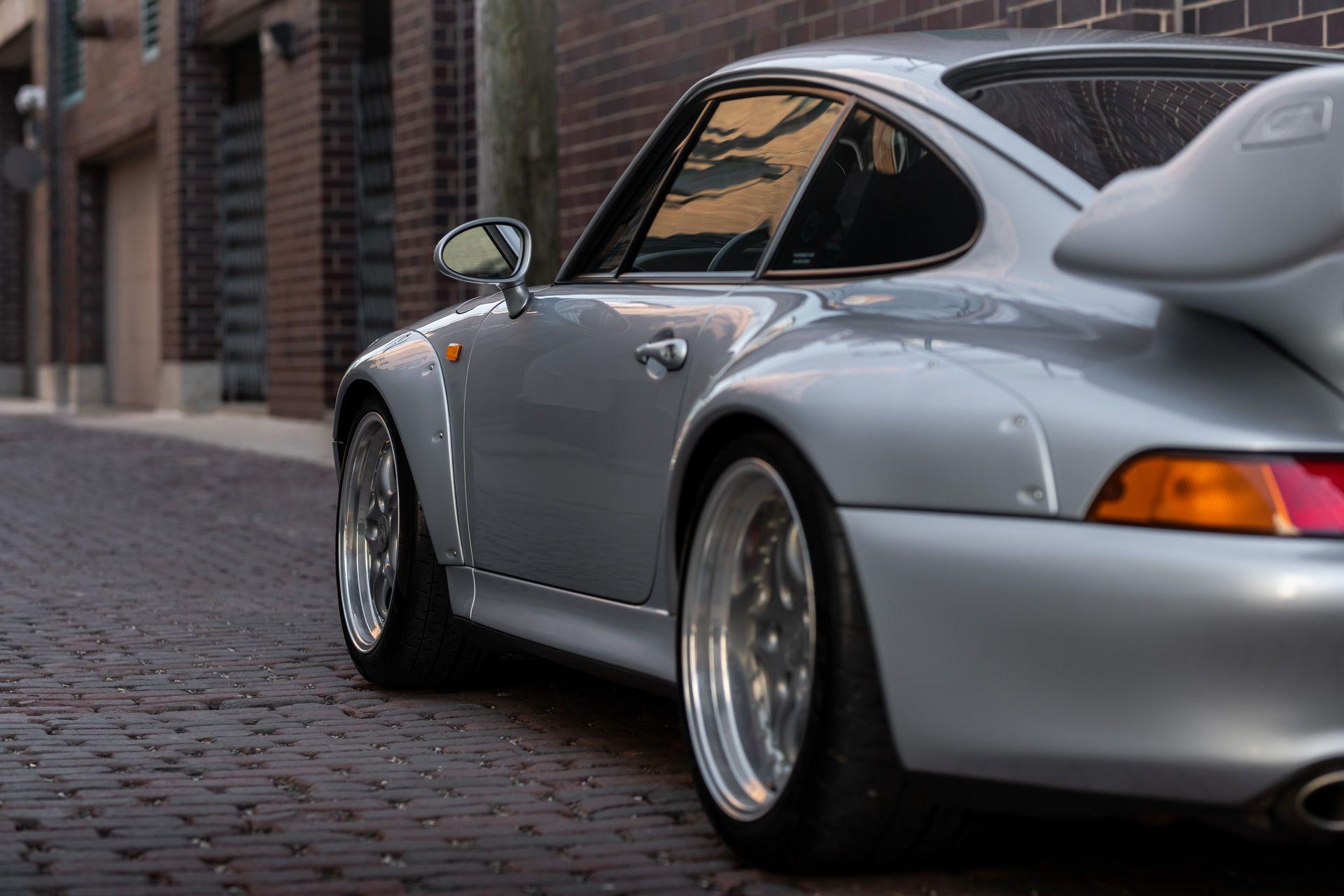 Porsche-911-GT2-27