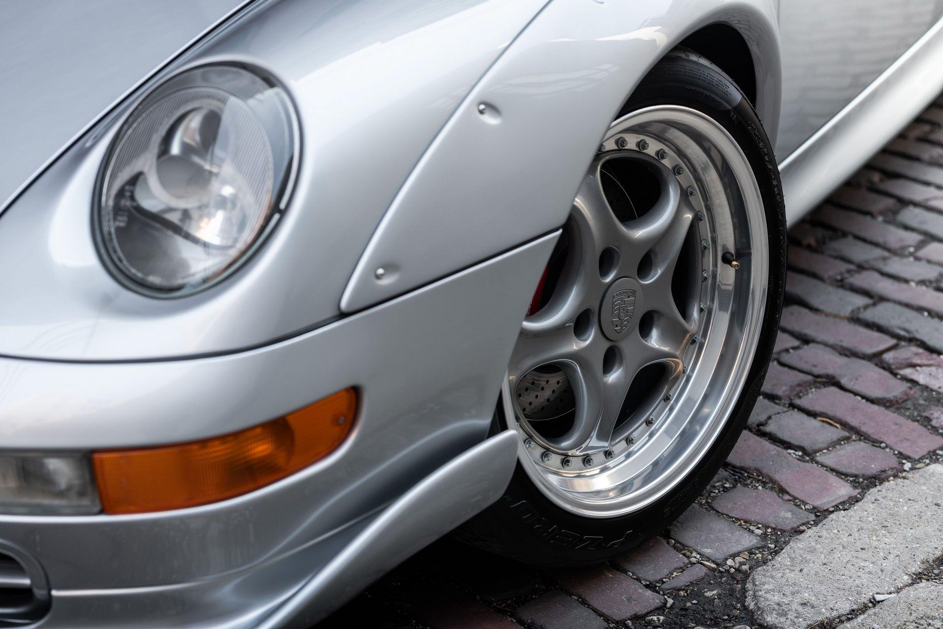 Porsche-911-GT2-30