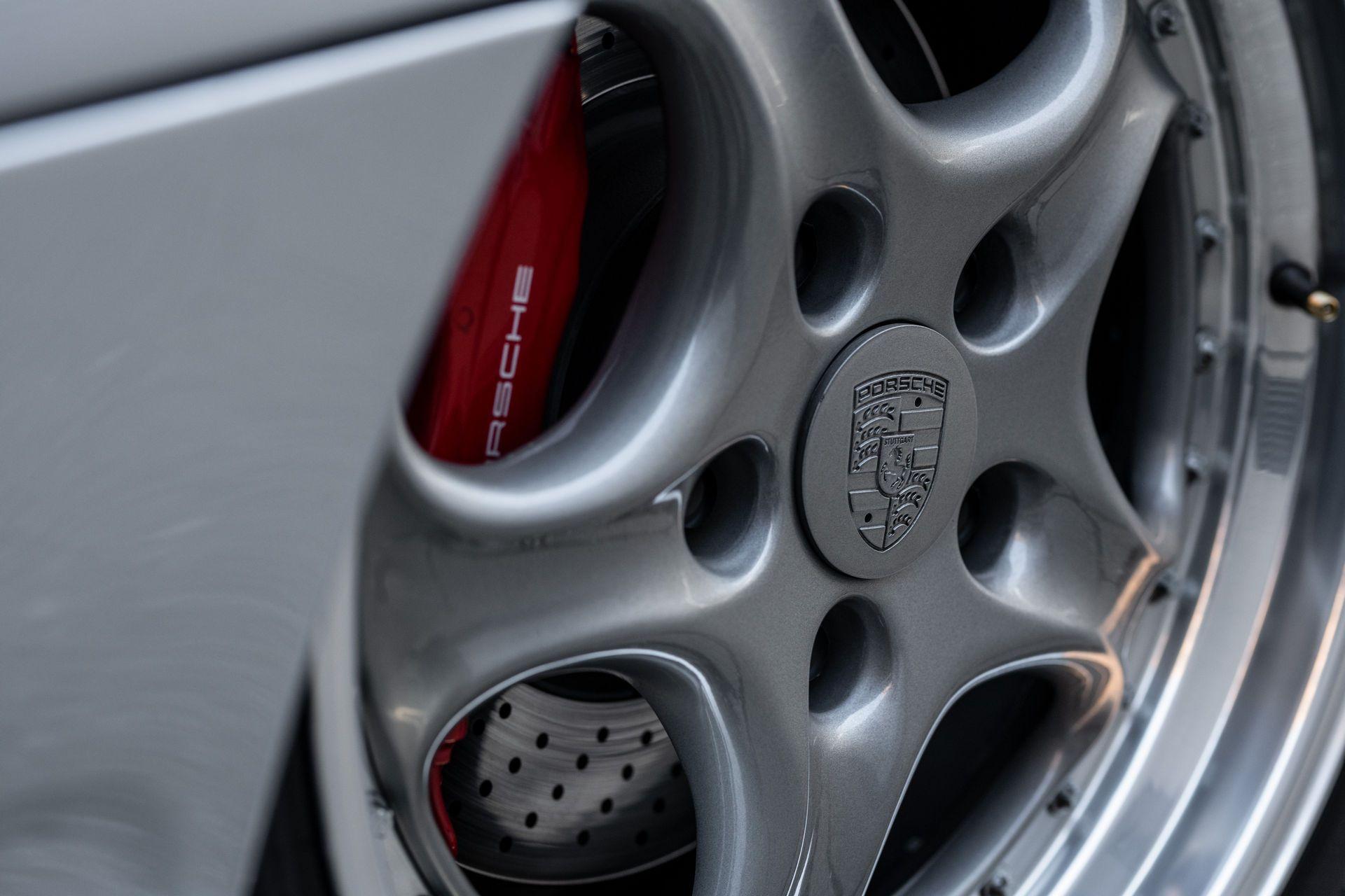 Porsche-911-GT2-31