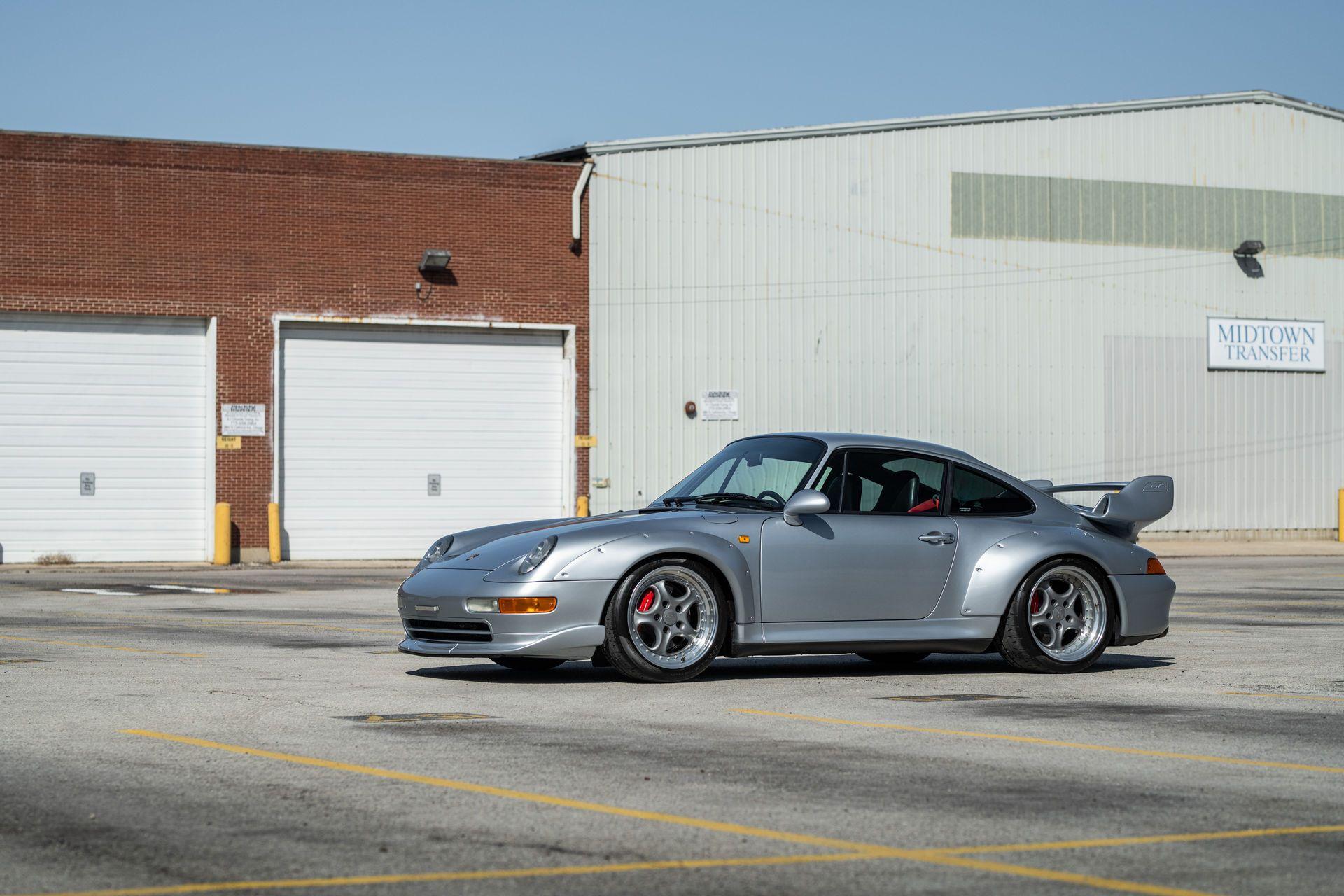 Porsche-911-GT2-33