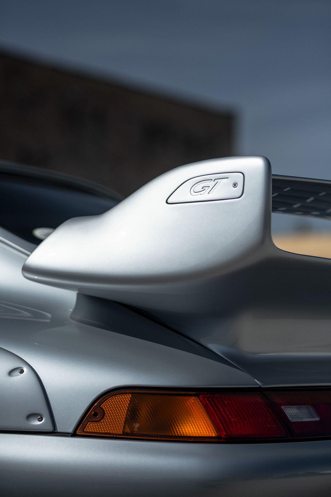 Porsche-911-GT2-40