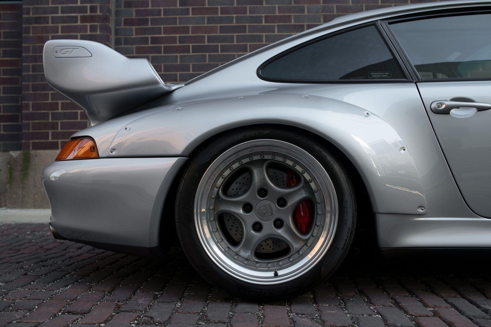 Porsche-911-GT2-9