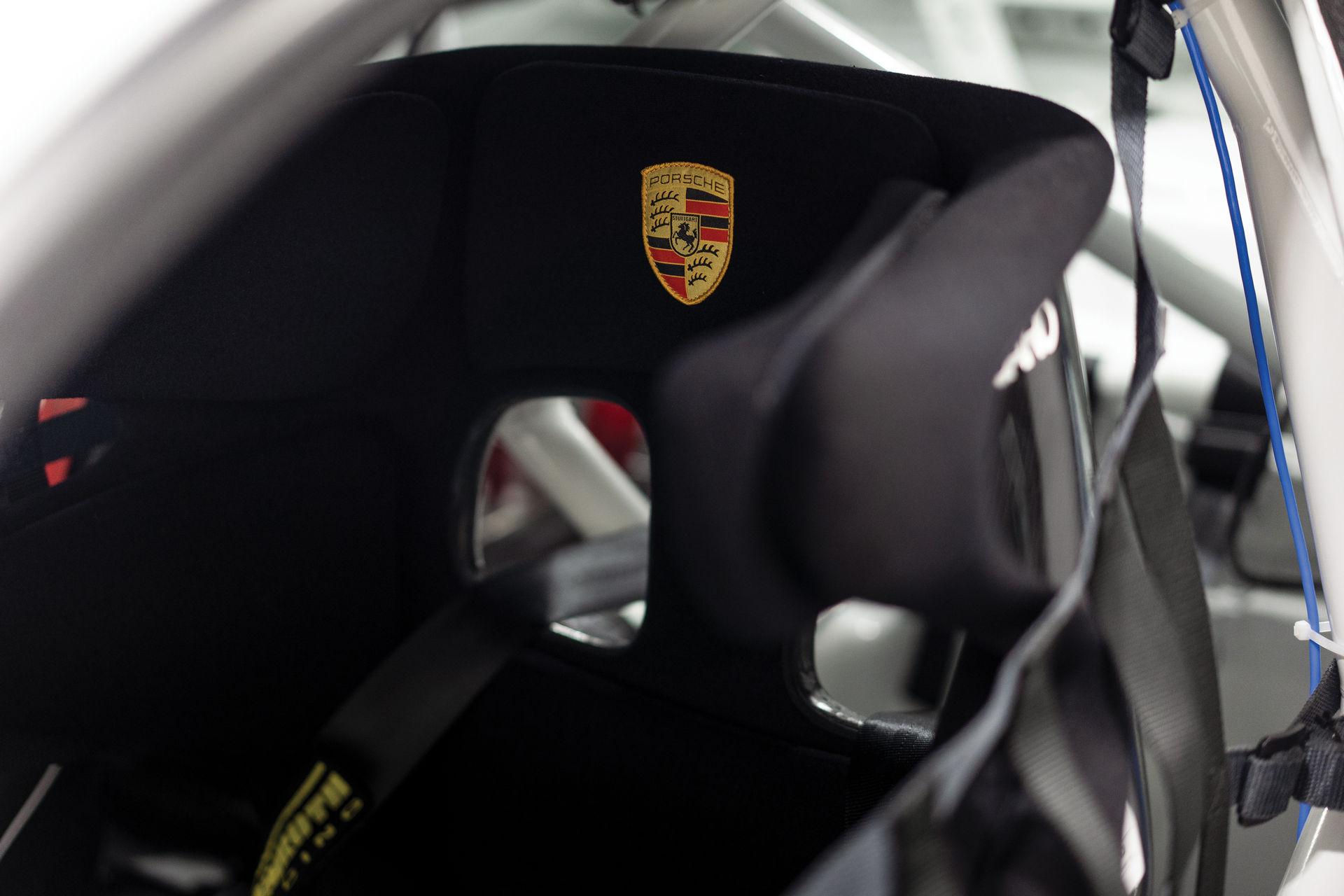 Porsche-911-GT2-RS-Clubsport-auction-18