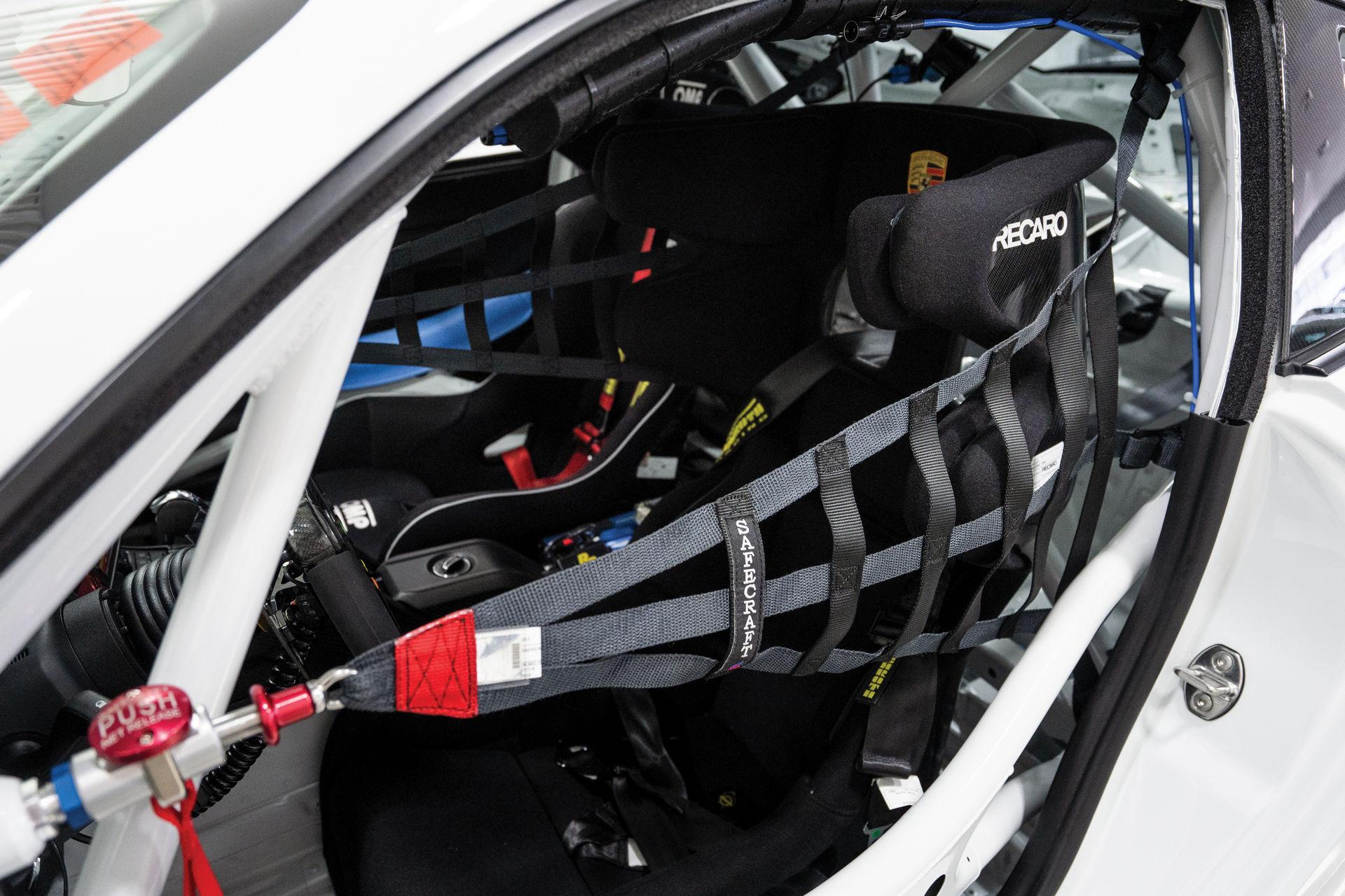 Porsche-911-GT2-RS-Clubsport-auction-19