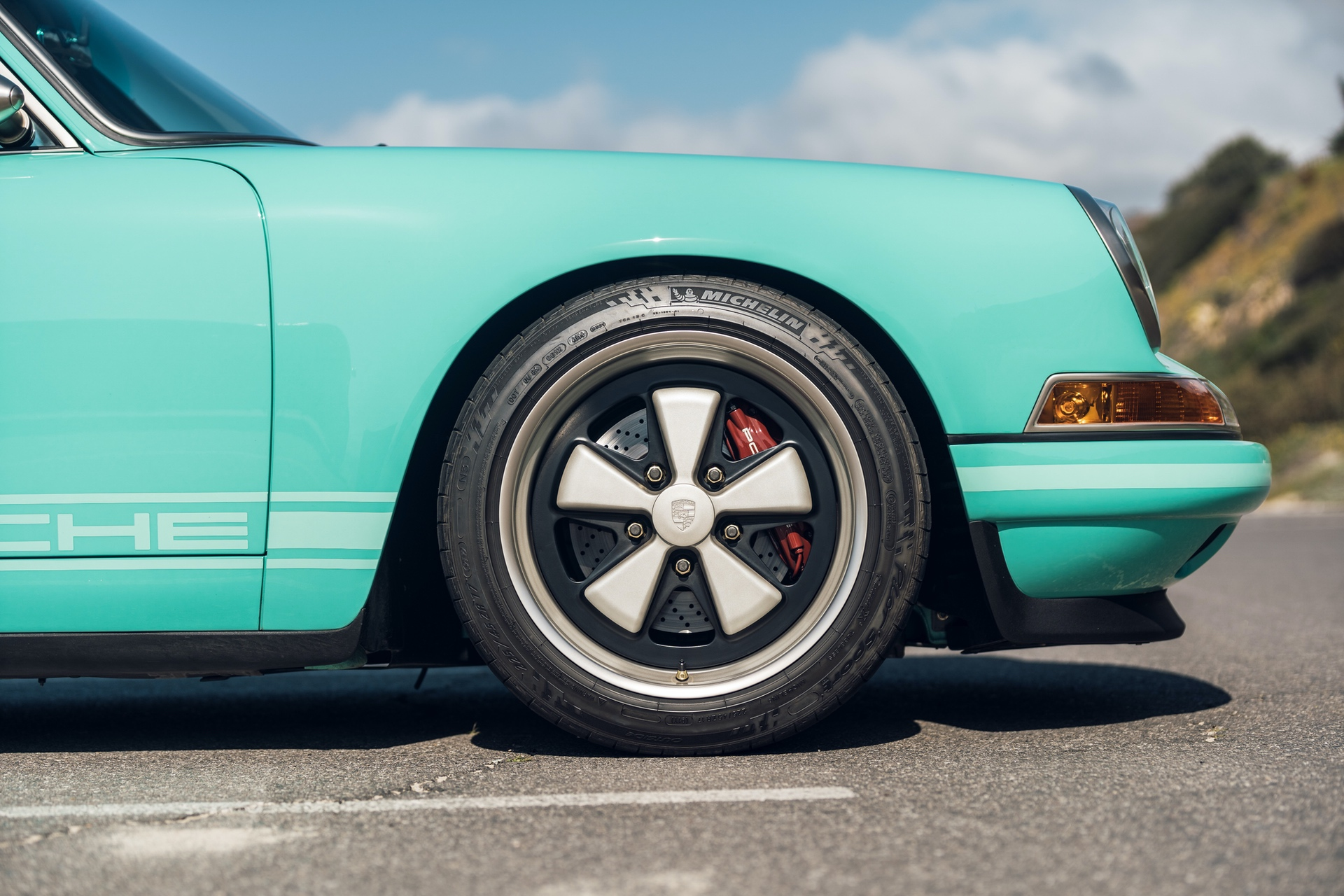 1991-Porsche-911-Malibu-Reimagined-by-Singer_18