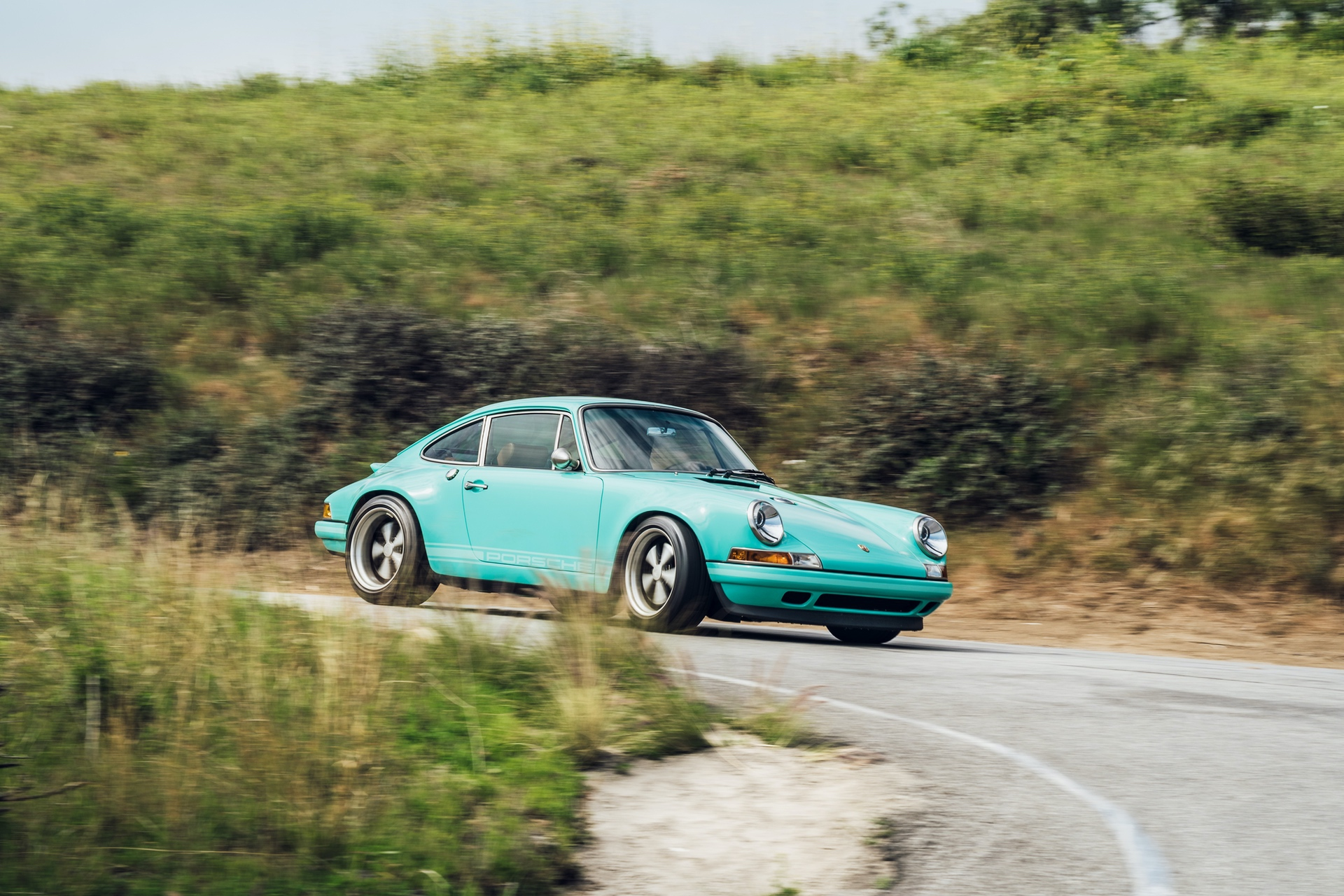 1991-Porsche-911-Malibu-Reimagined-by-Singer_8