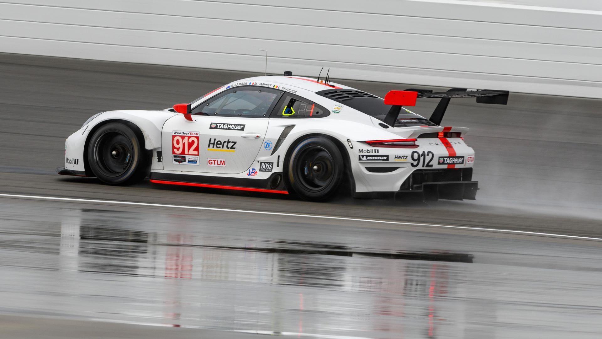 Porsche 911 RSR (912), Porsche GT Team: Earl Bamber (NZ), Mathieu Jaminet (F), Laurens Vanthoor (B)
