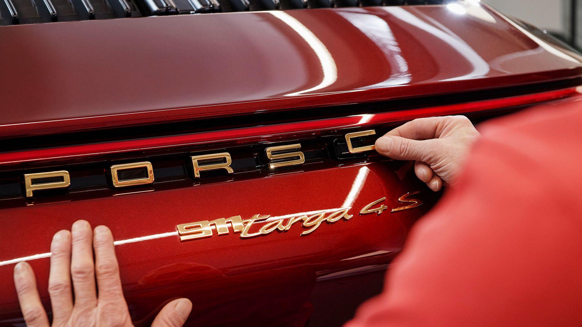 Porsche-911-Targa-4S-Heritage-Design-Edition-24