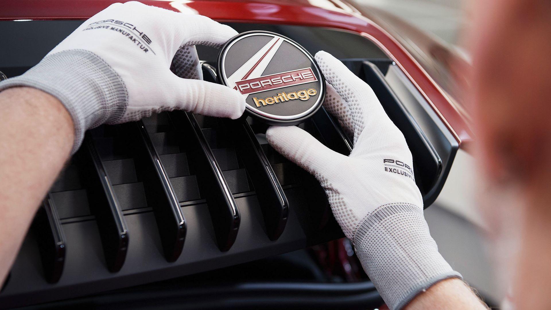 Porsche-911-Targa-4S-Heritage-Design-Edition-25