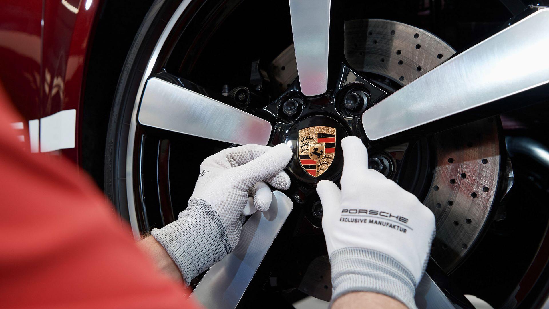 Porsche-911-Targa-4S-Heritage-Design-Edition-26