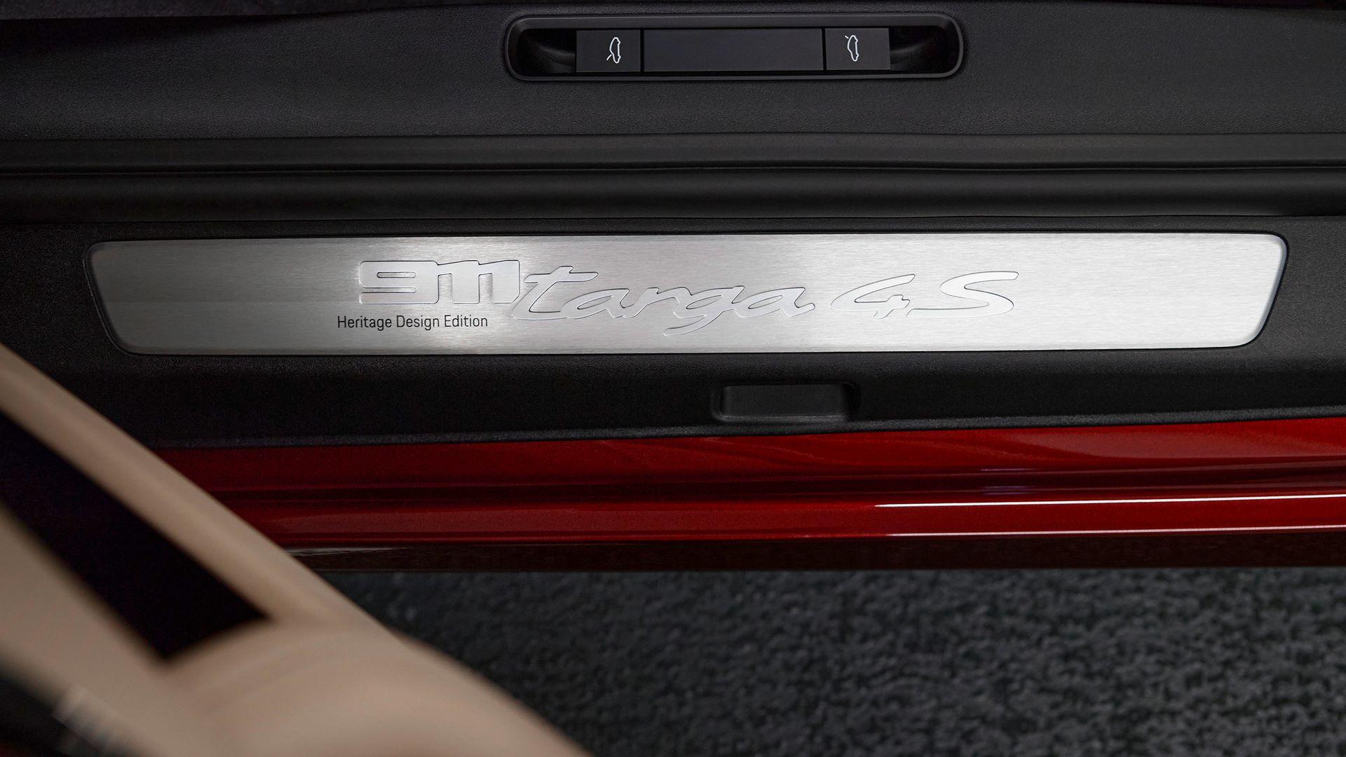 Porsche-911-Targa-4S-Heritage-Design-Edition-29