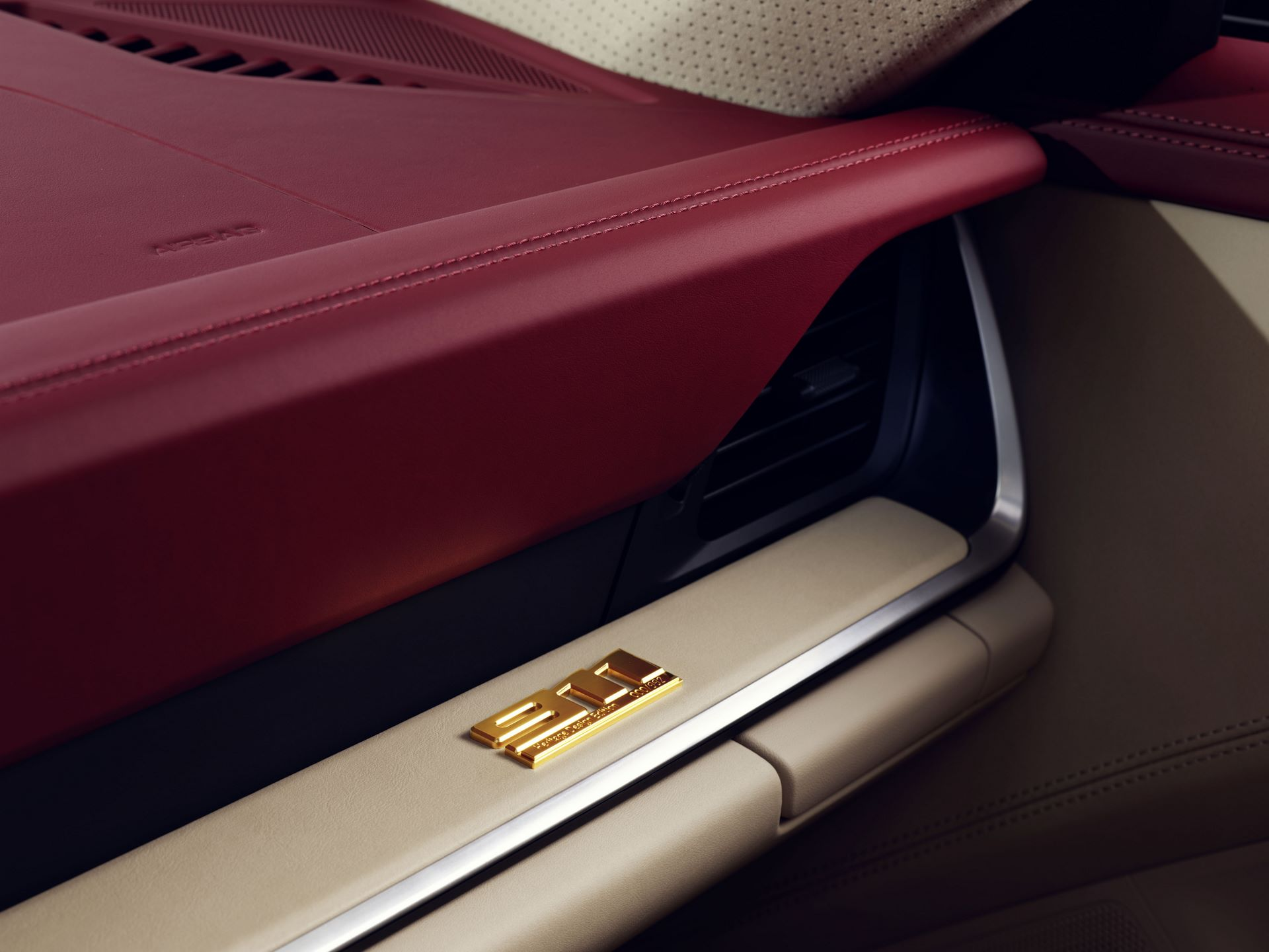 Porsche-911-Targa-4S-Heritage-Design-Edition-34