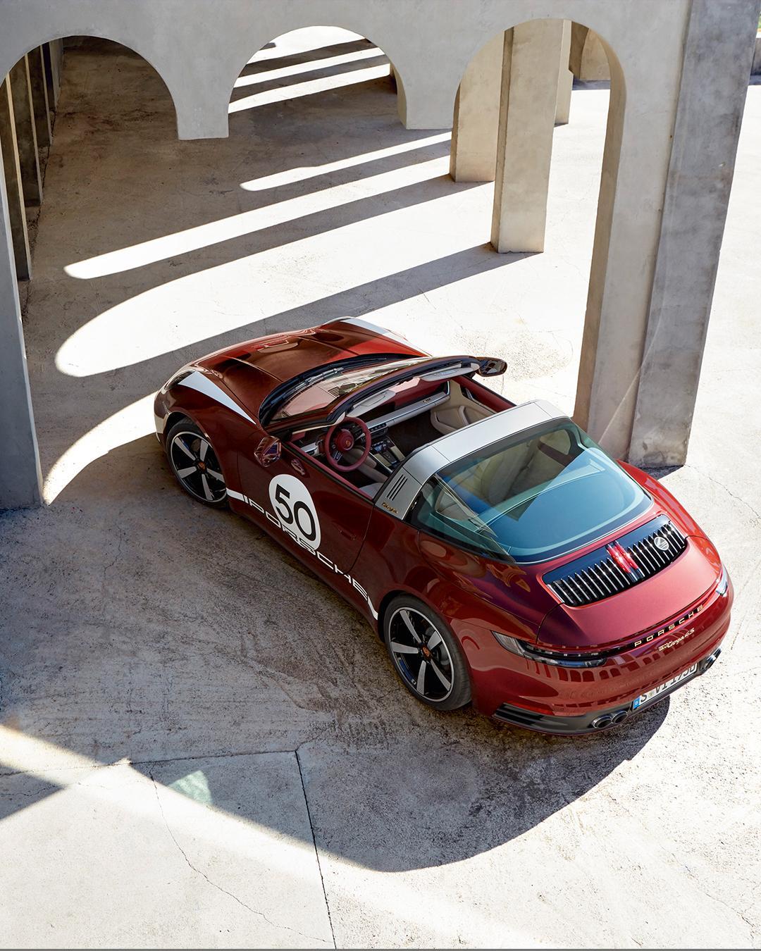 Porsche-911-Targa-4S-Heritage-Design-Edition-40-2