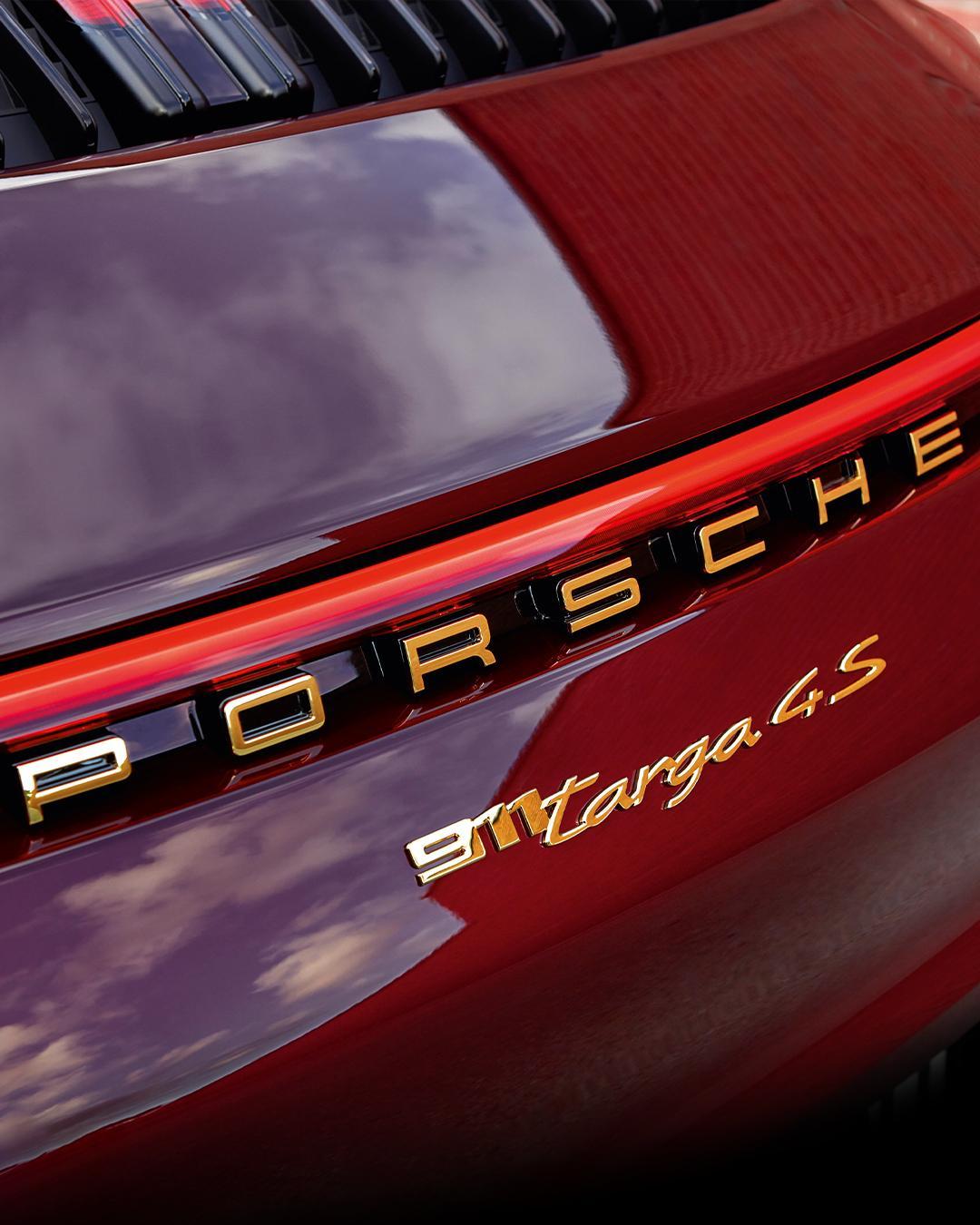 Porsche-911-Targa-4S-Heritage-Design-Edition-40-6