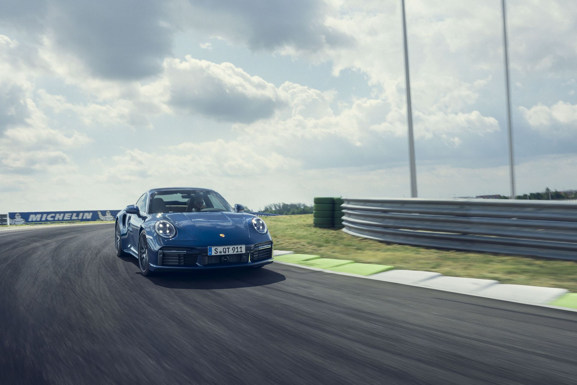Porsche-911-Turbo-2020-13