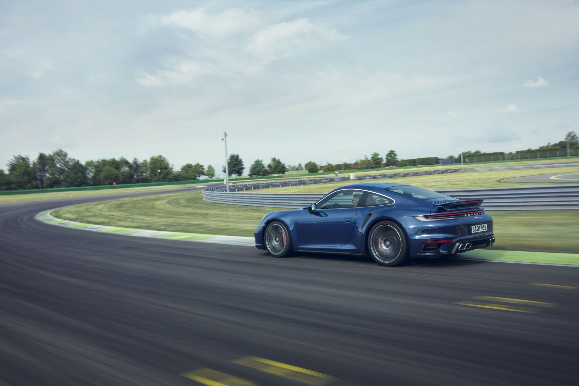Porsche-911-Turbo-2020-6