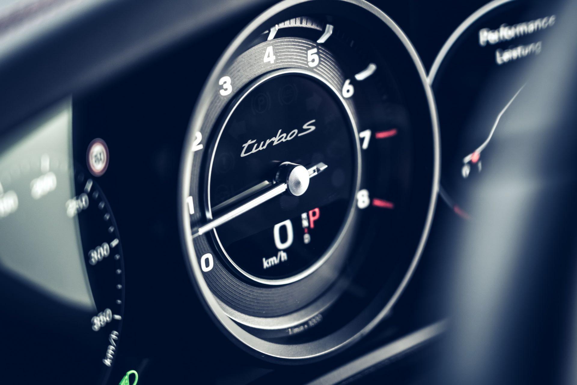 Porsche-911-Turbo-S-2020-21