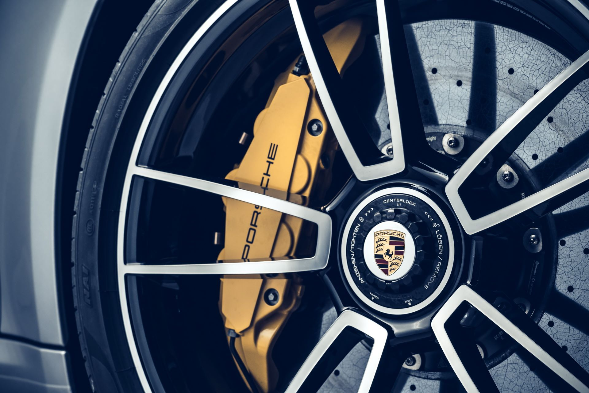 Porsche-911-Turbo-S-2020-46