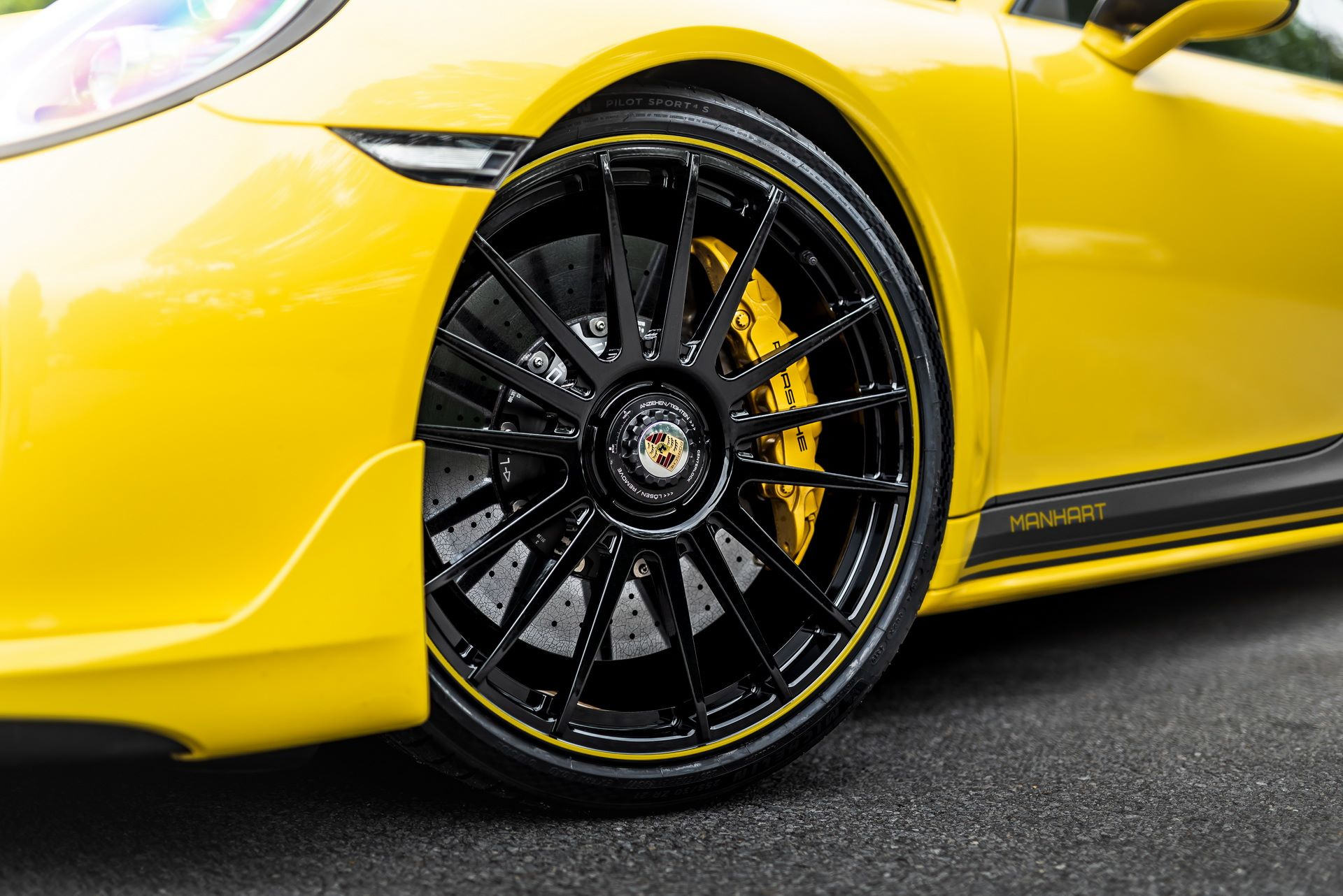 Porsche-911-Turbo-S-by-Manhart-8