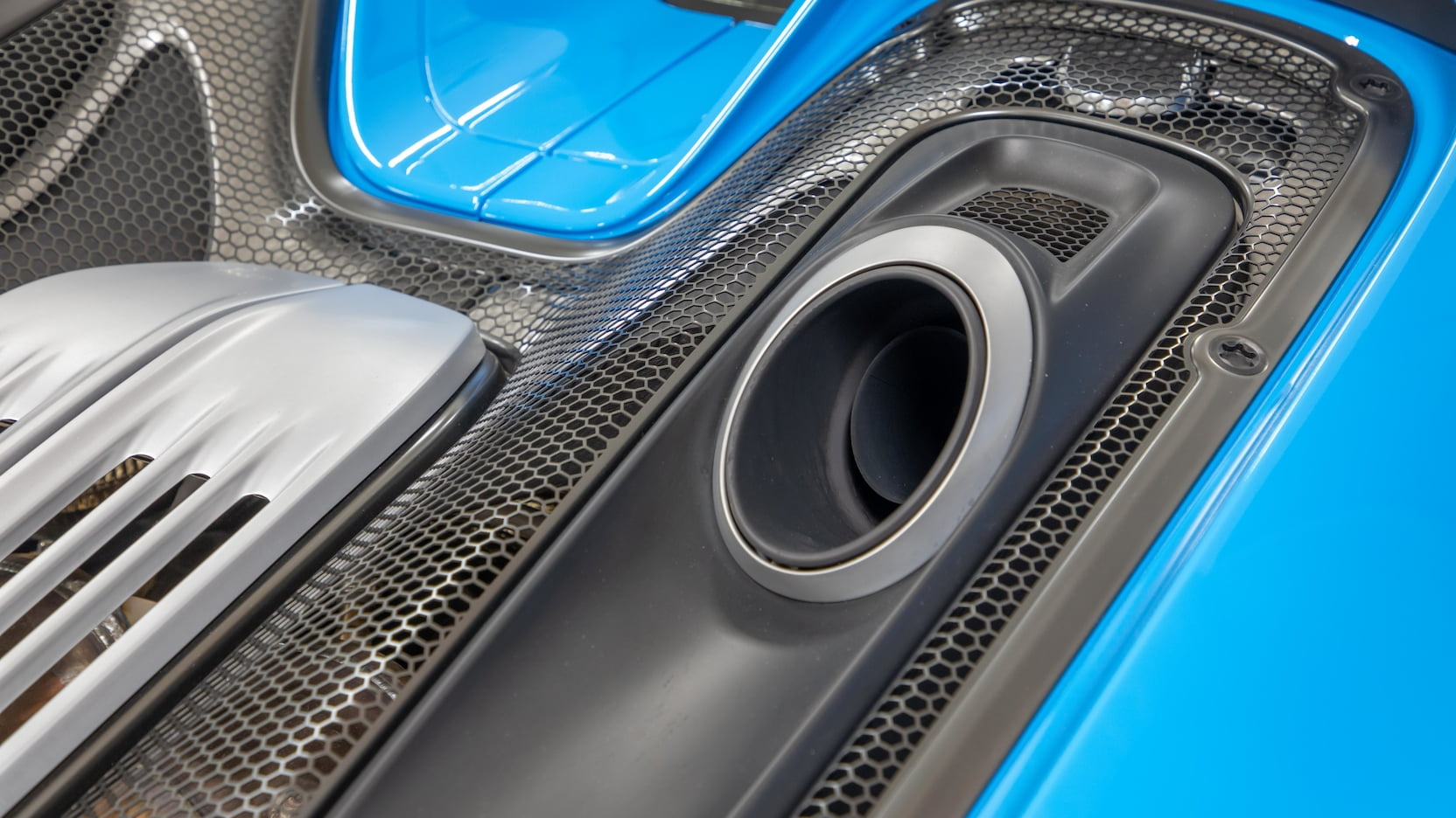 Porsche-918-Spyder-Riviera-Blue-auction-11