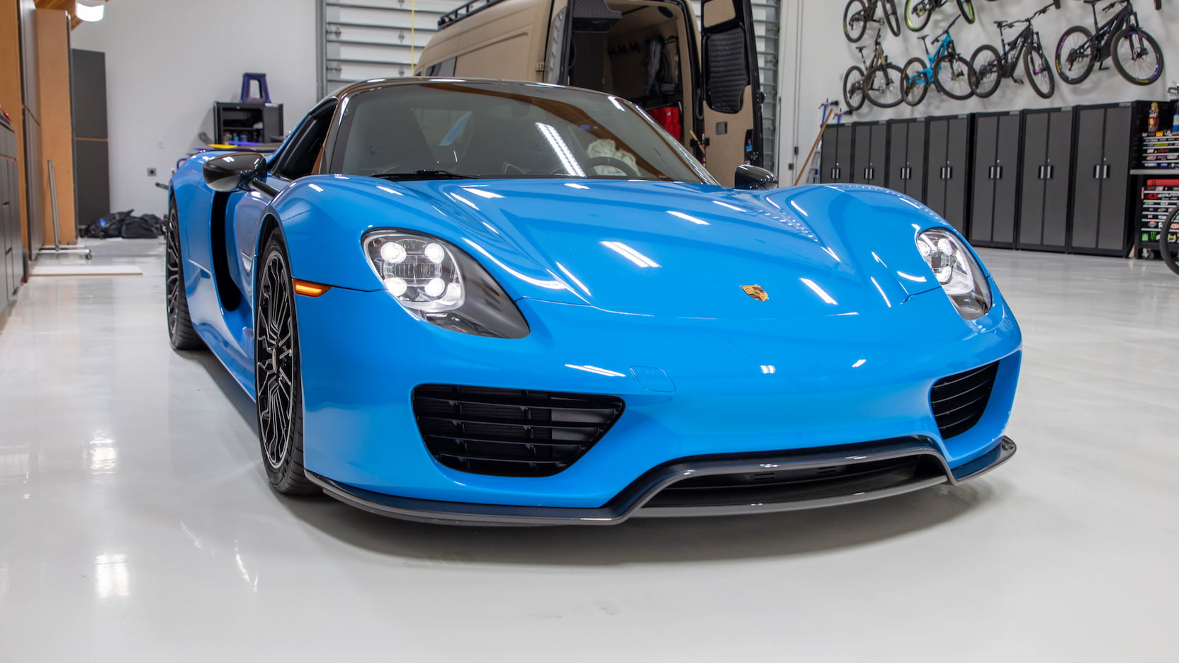 Porsche-918-Spyder-Riviera-Blue-auction-12