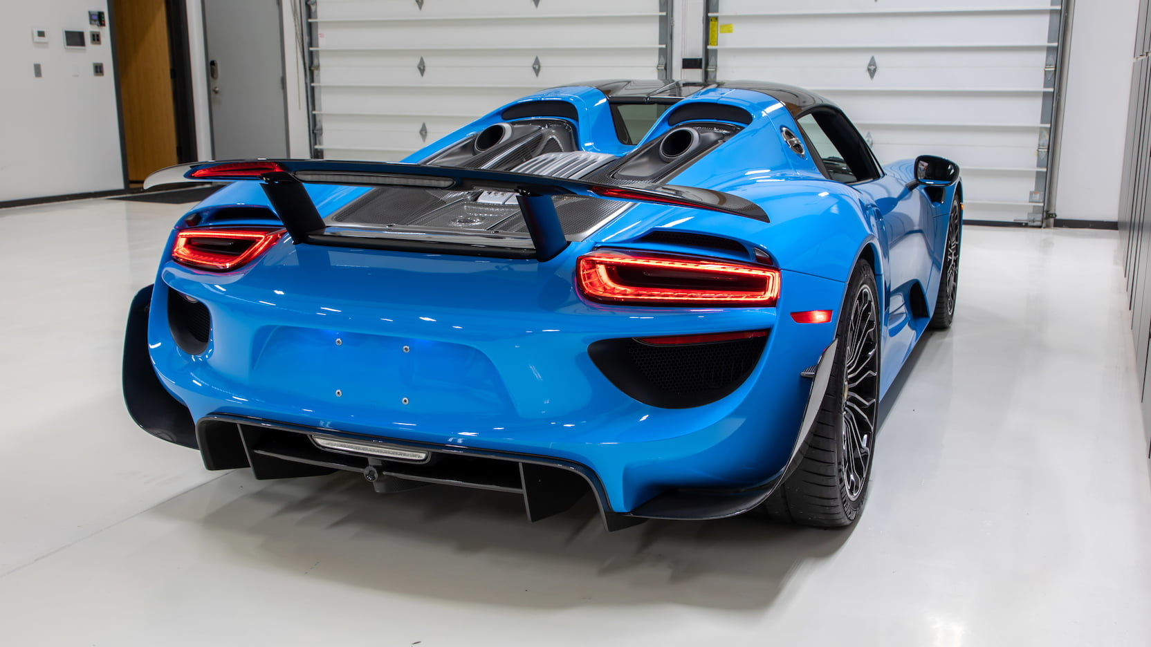 Porsche-918-Spyder-Riviera-Blue-auction-13