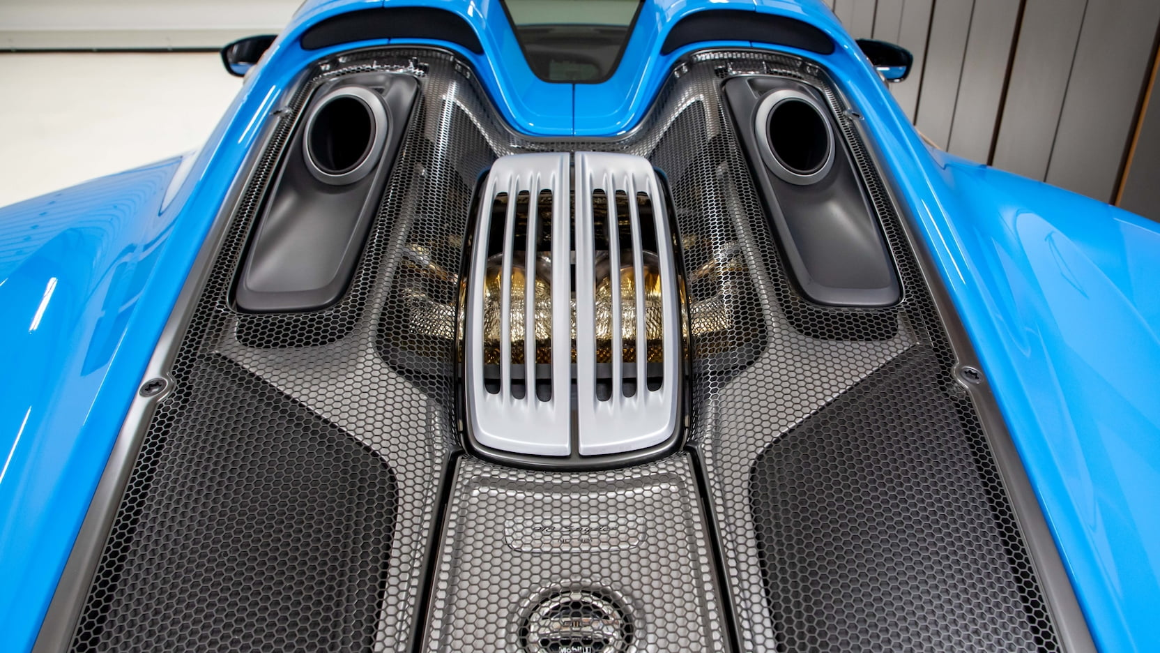 Porsche-918-Spyder-Riviera-Blue-auction-18