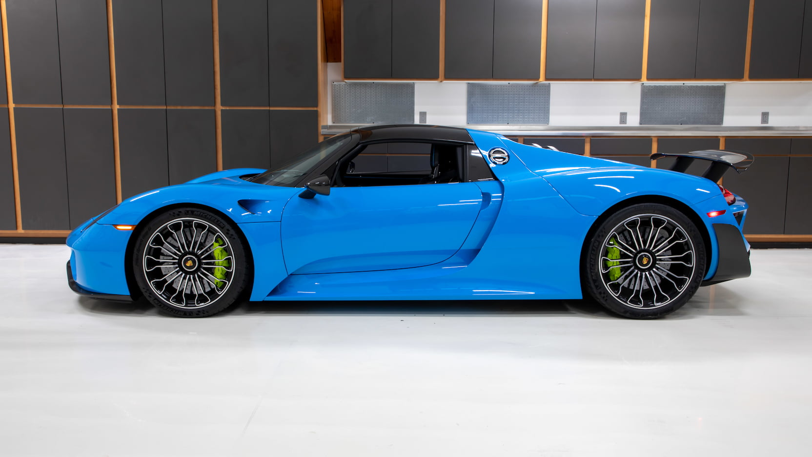 Porsche-918-Spyder-Riviera-Blue-auction-2