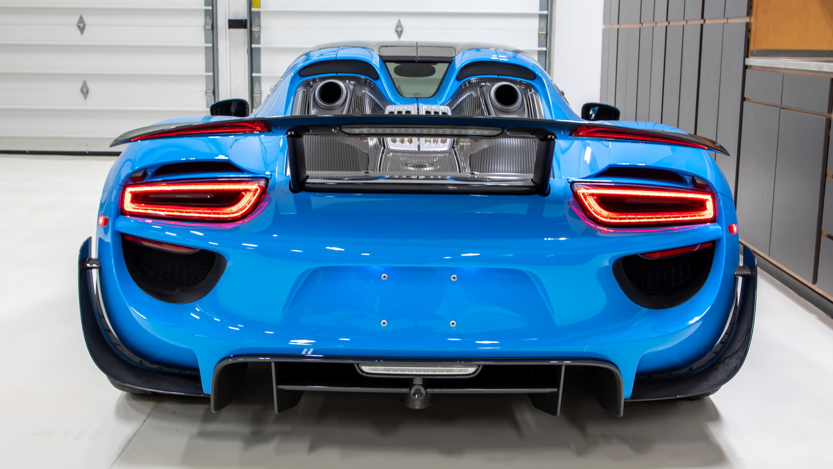 Porsche-918-Spyder-Riviera-Blue-auction-20