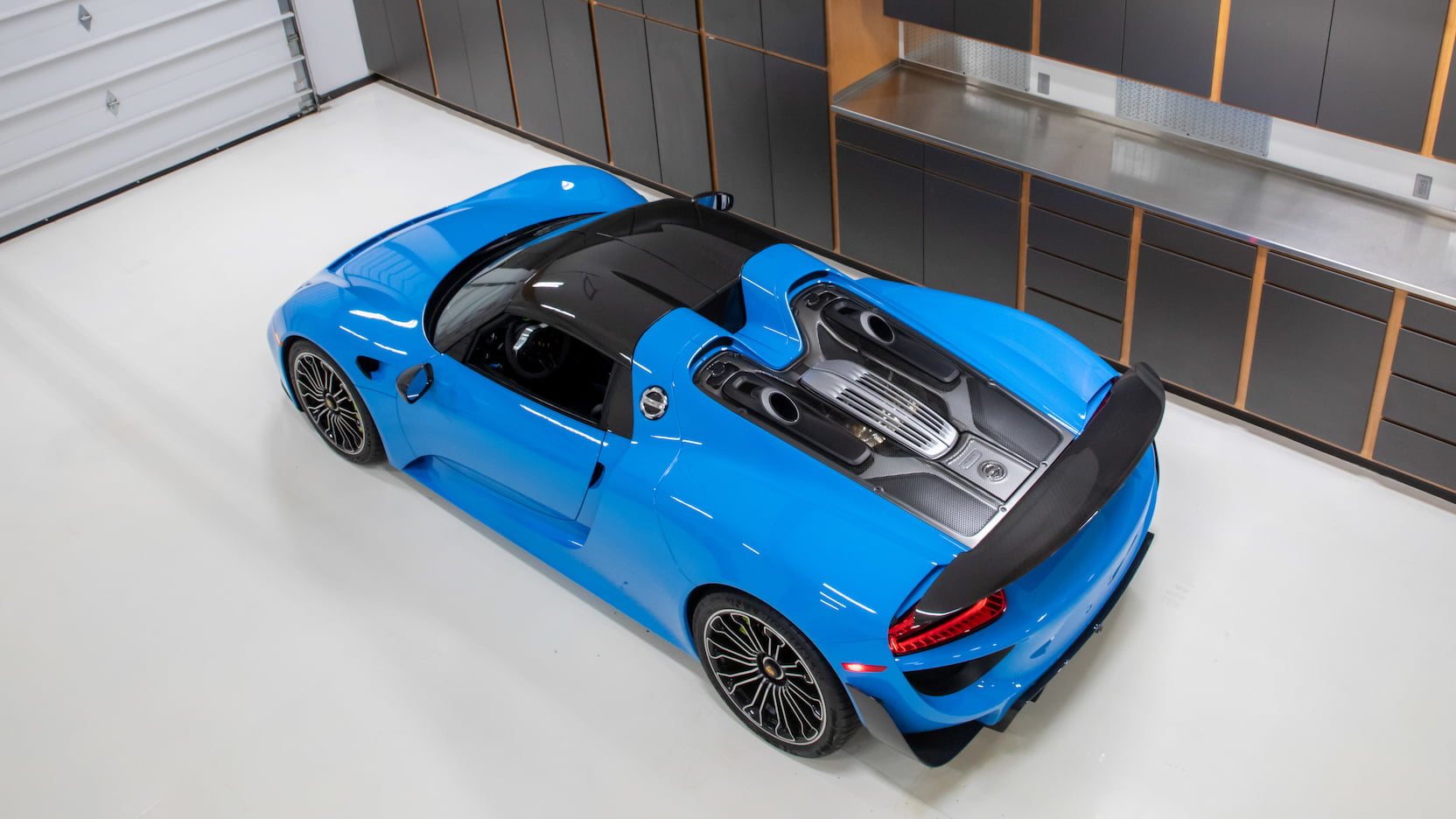Porsche-918-Spyder-Riviera-Blue-auction-22