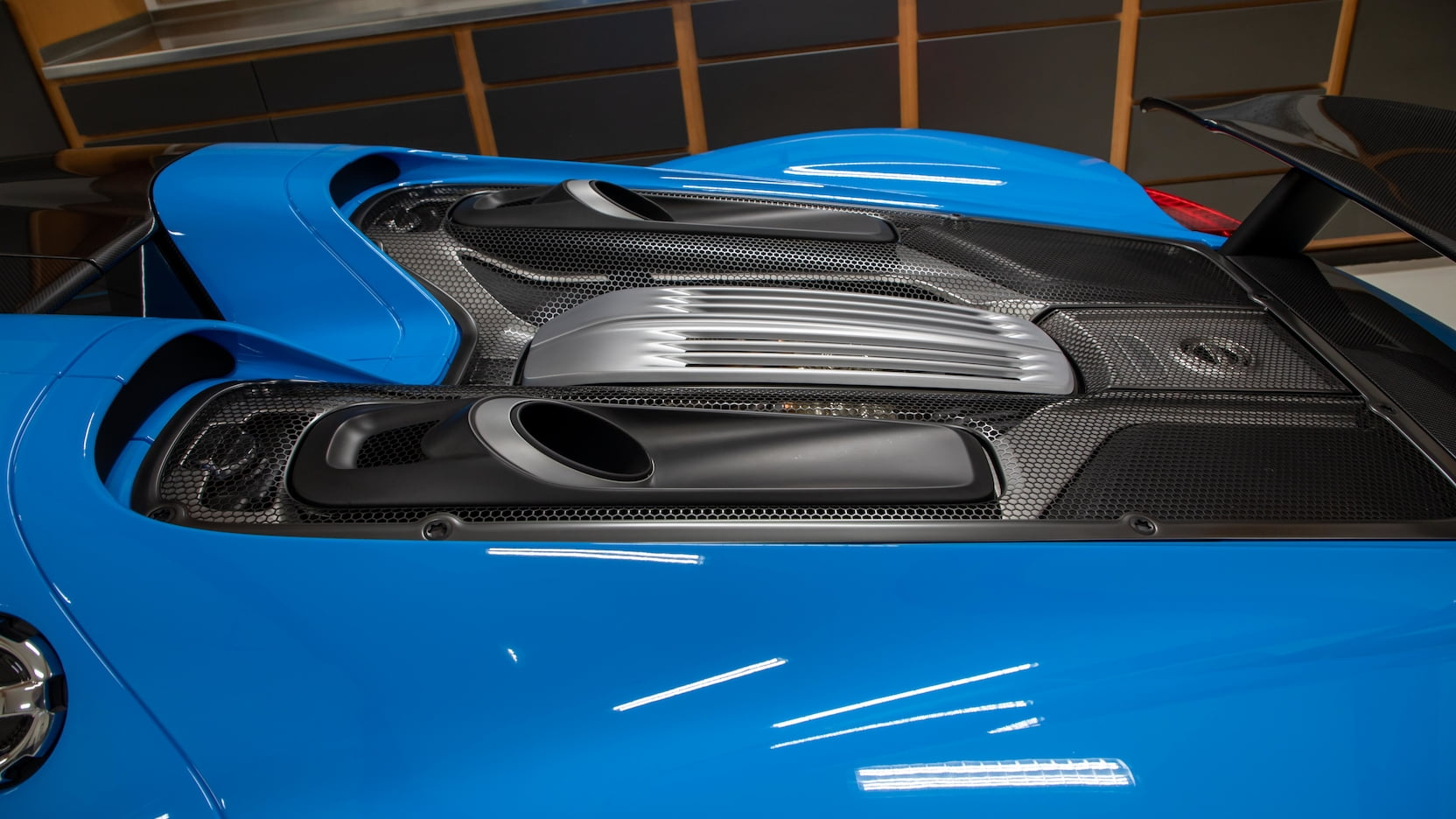 Porsche-918-Spyder-Riviera-Blue-auction-6
