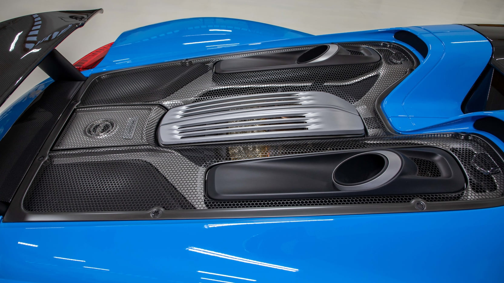 Porsche-918-Spyder-Riviera-Blue-auction-7