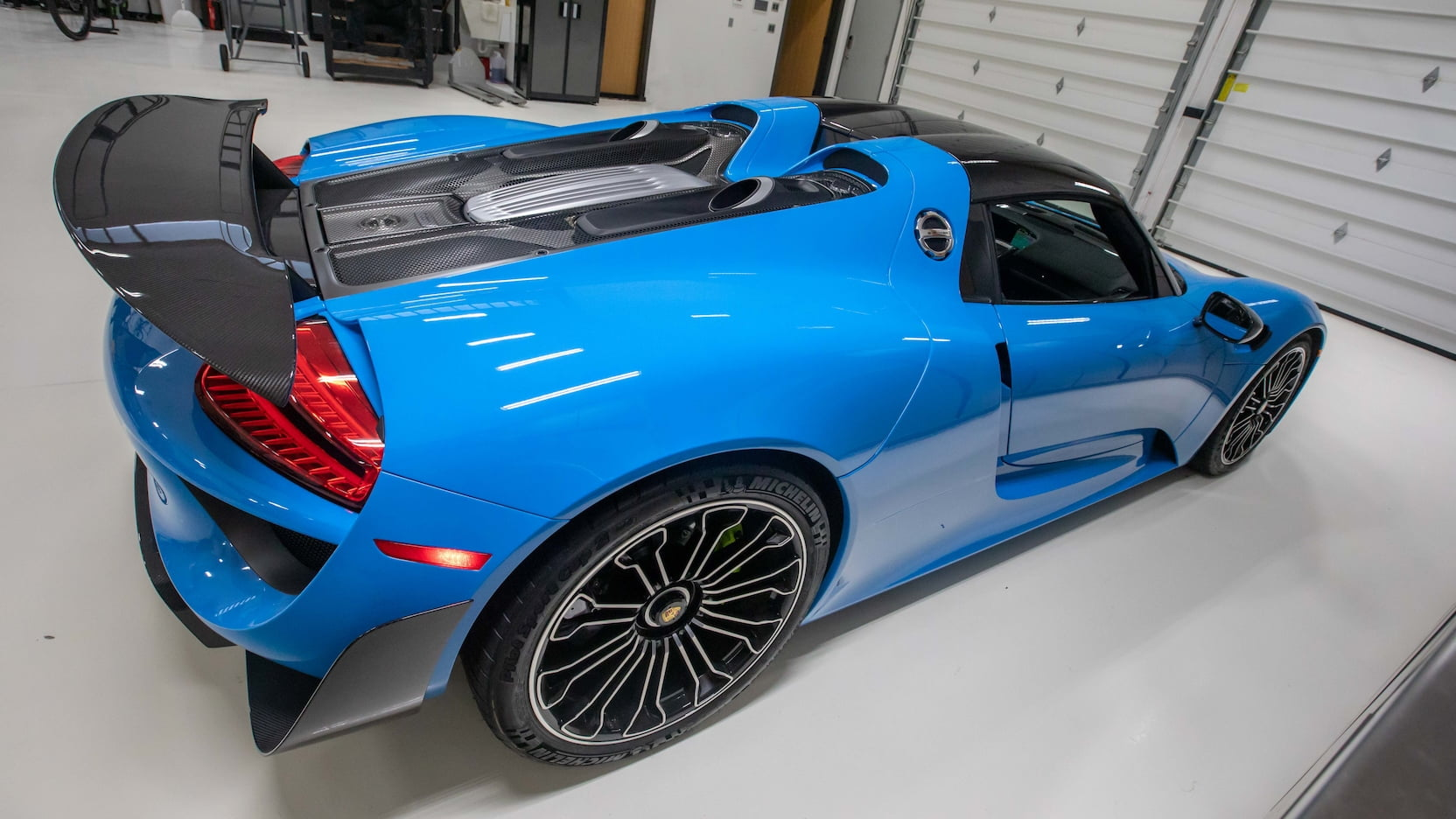 Porsche-918-Spyder-Riviera-Blue-auction-8