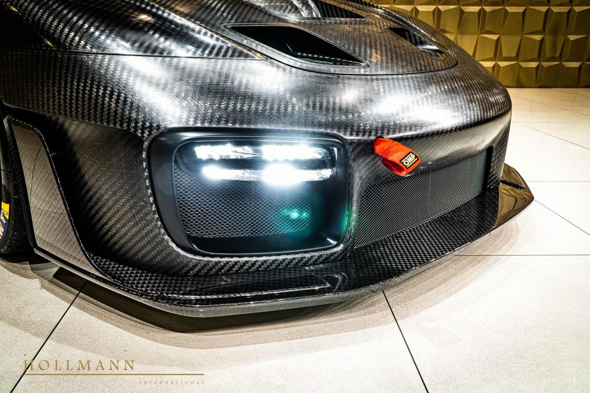 Porsche_935_naked_carbon_sale_0005