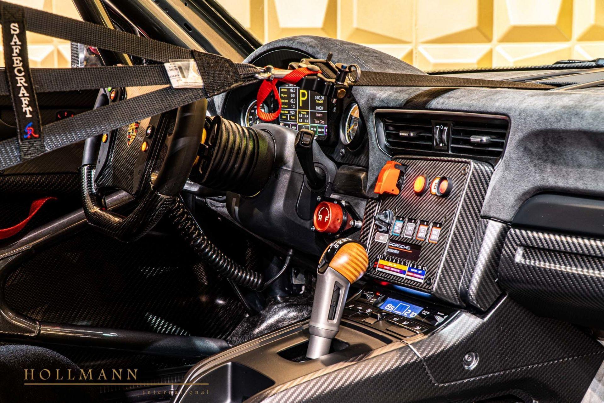 Porsche_935_naked_carbon_sale_0014