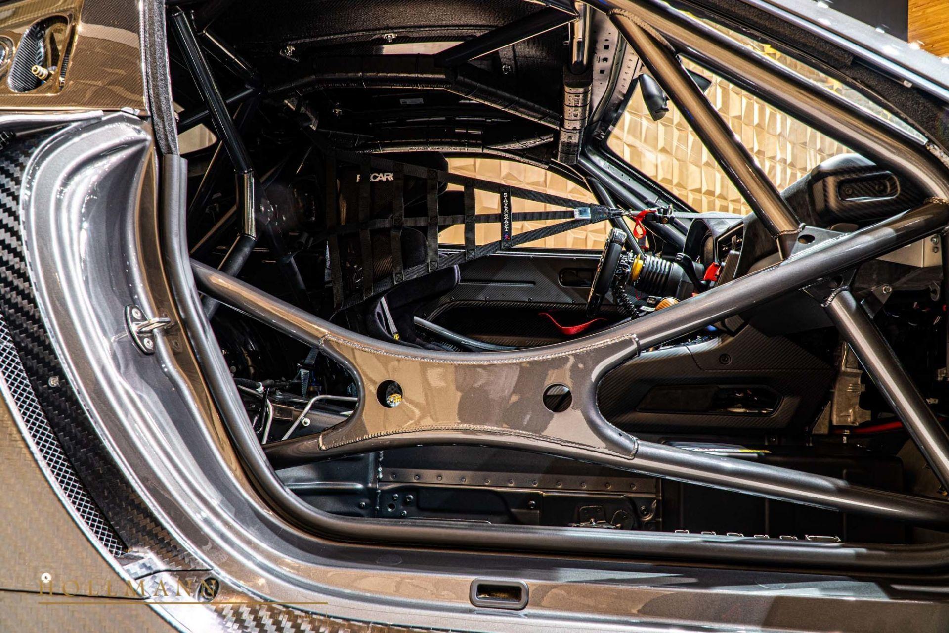 Porsche_935_naked_carbon_sale_0016
