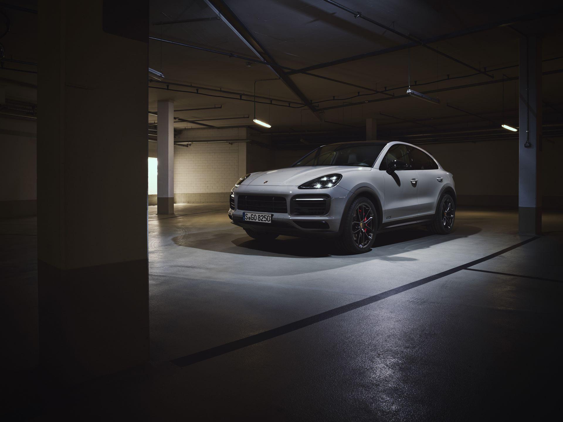 Porsche-Cayenne-GTS-and-Cayenne-GTS-Coupe-2021-1