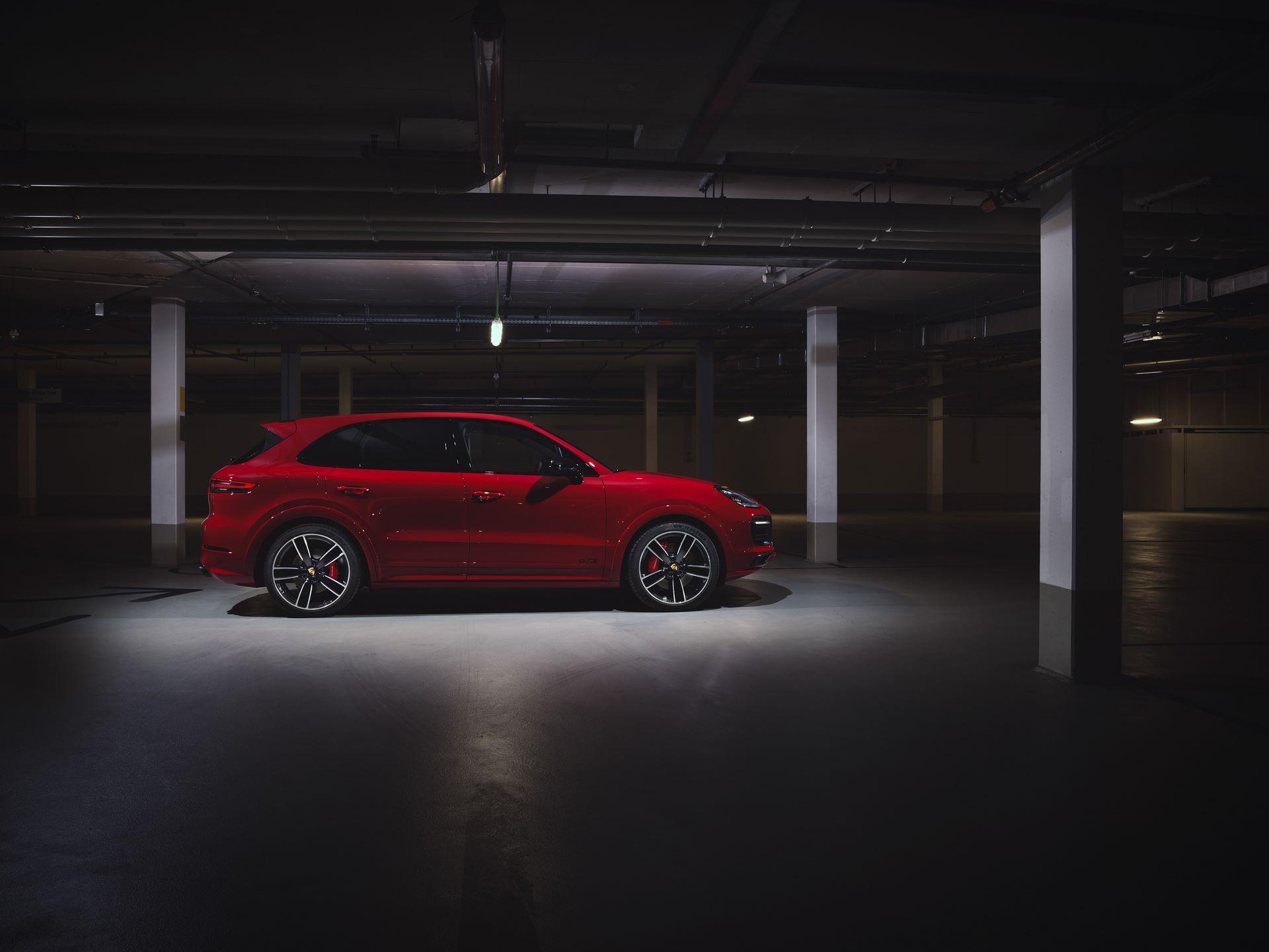 Porsche-Cayenne-GTS-and-Cayenne-GTS-Coupe-2021-19